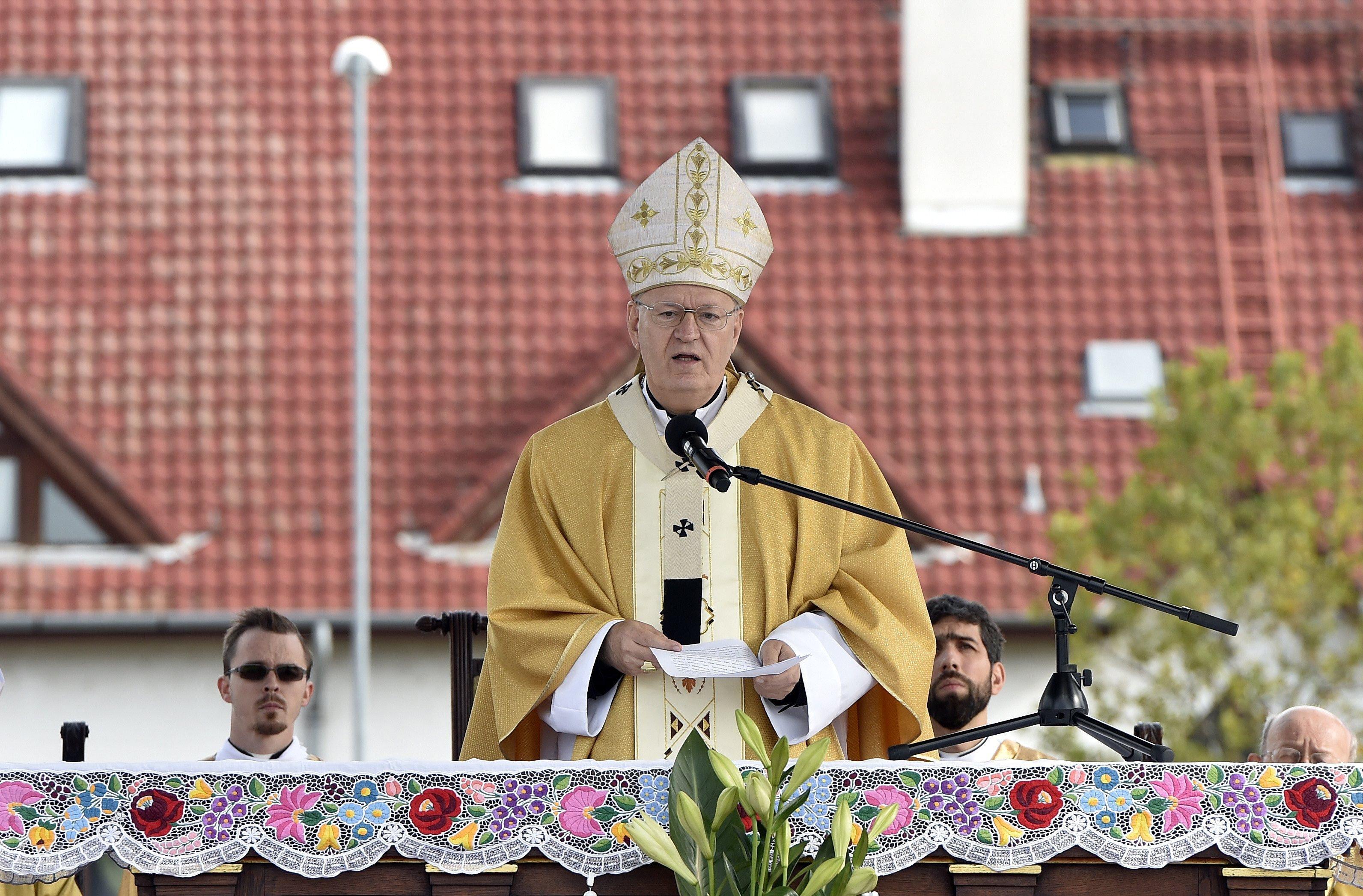 Erdő Péter: az a cél, hogy egyre több templom legyen nyitva