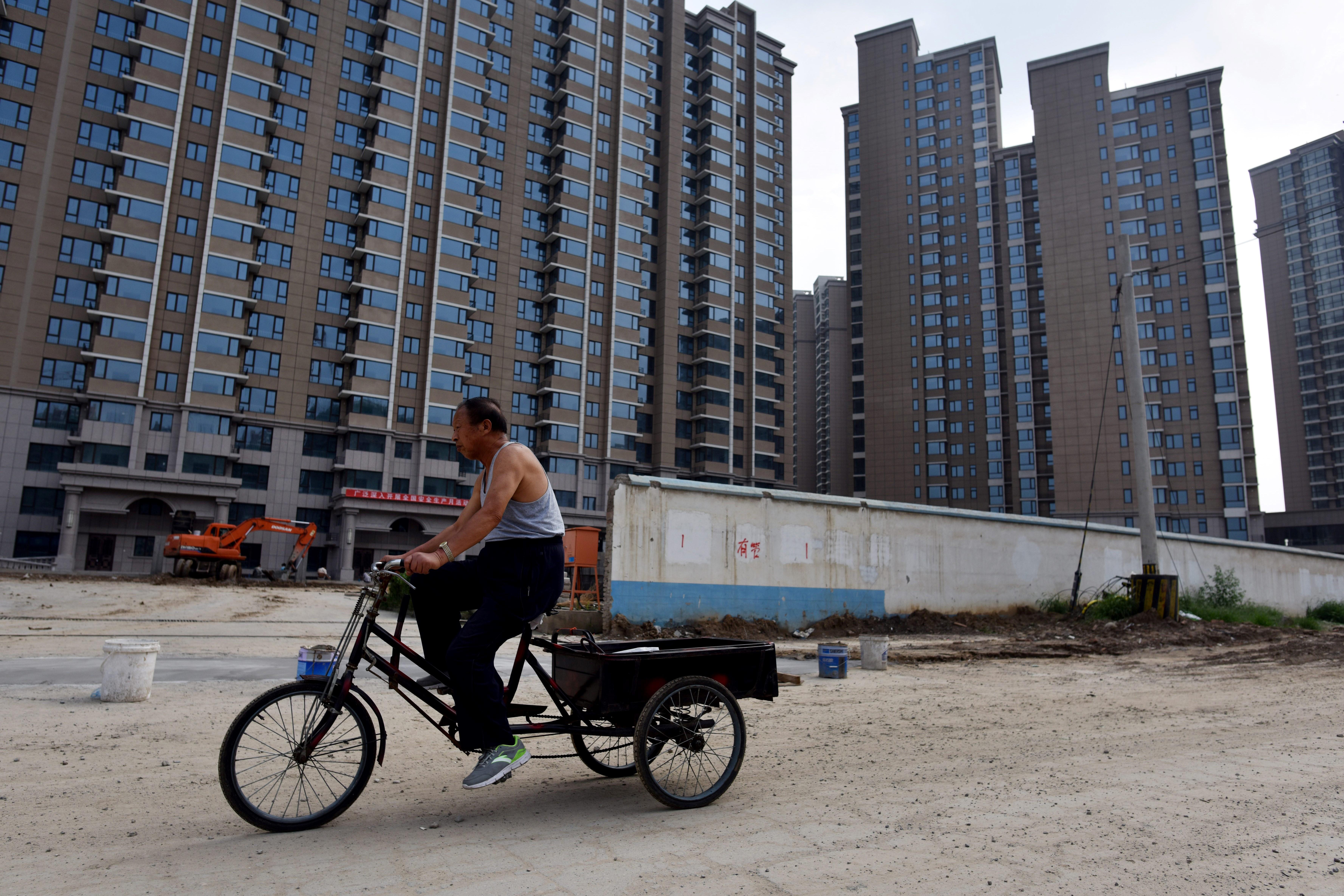 Buszokon, liftekben és az újságokban fogják megalázni a nemfizető adósokat Kínában