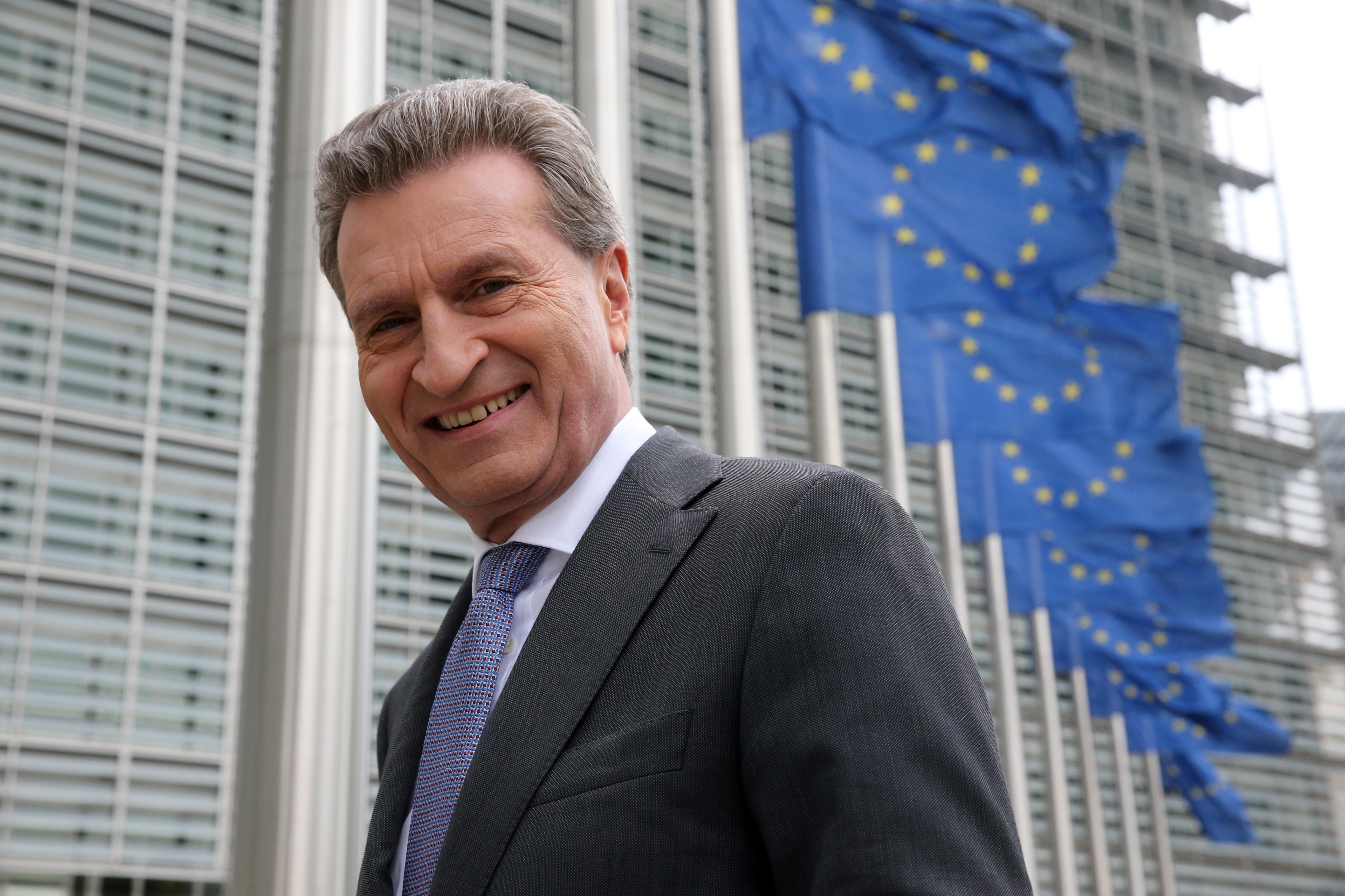 Günther Oettinger szerint nem baj, hogy nemrég EU-biztos volt, most pedig a magyar kormánynak fog dolgozni