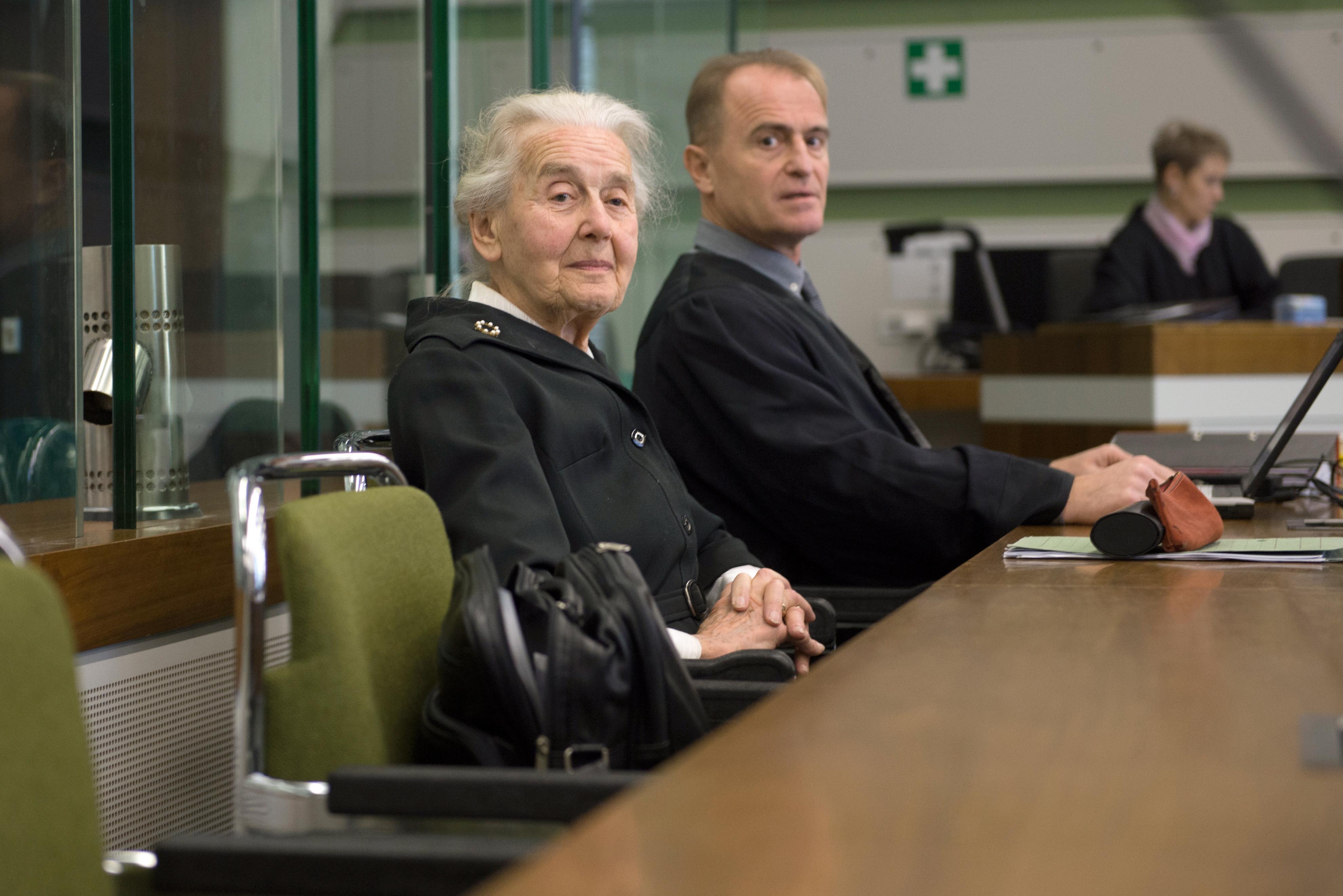 Hat hónap börtönre ítélték a 88 éves náci nagyit, aki haláláig tagadni fogja a holokausztot