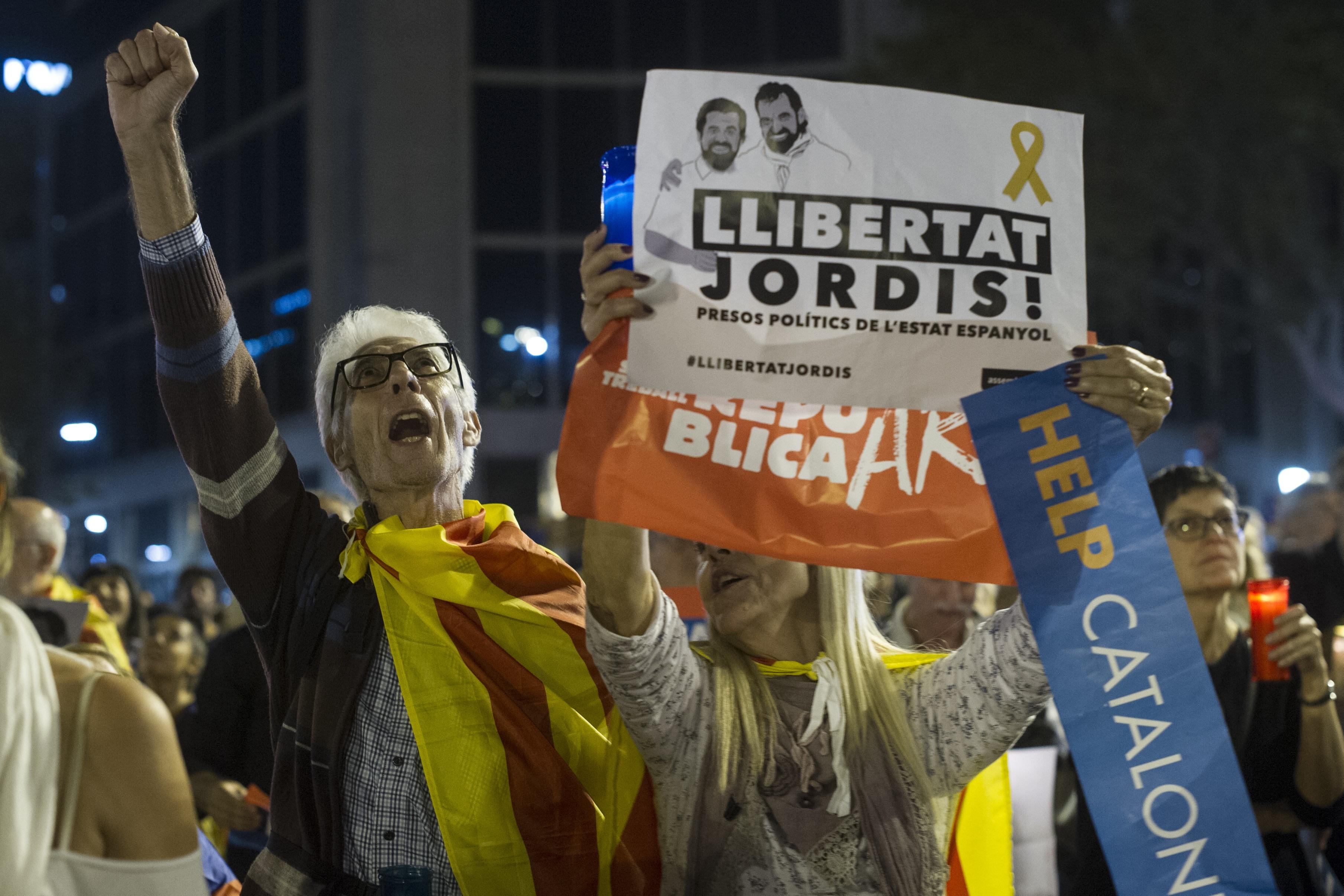 Több ezren tiltakoztak a két katalán vezető őrizetbe vétele ellen