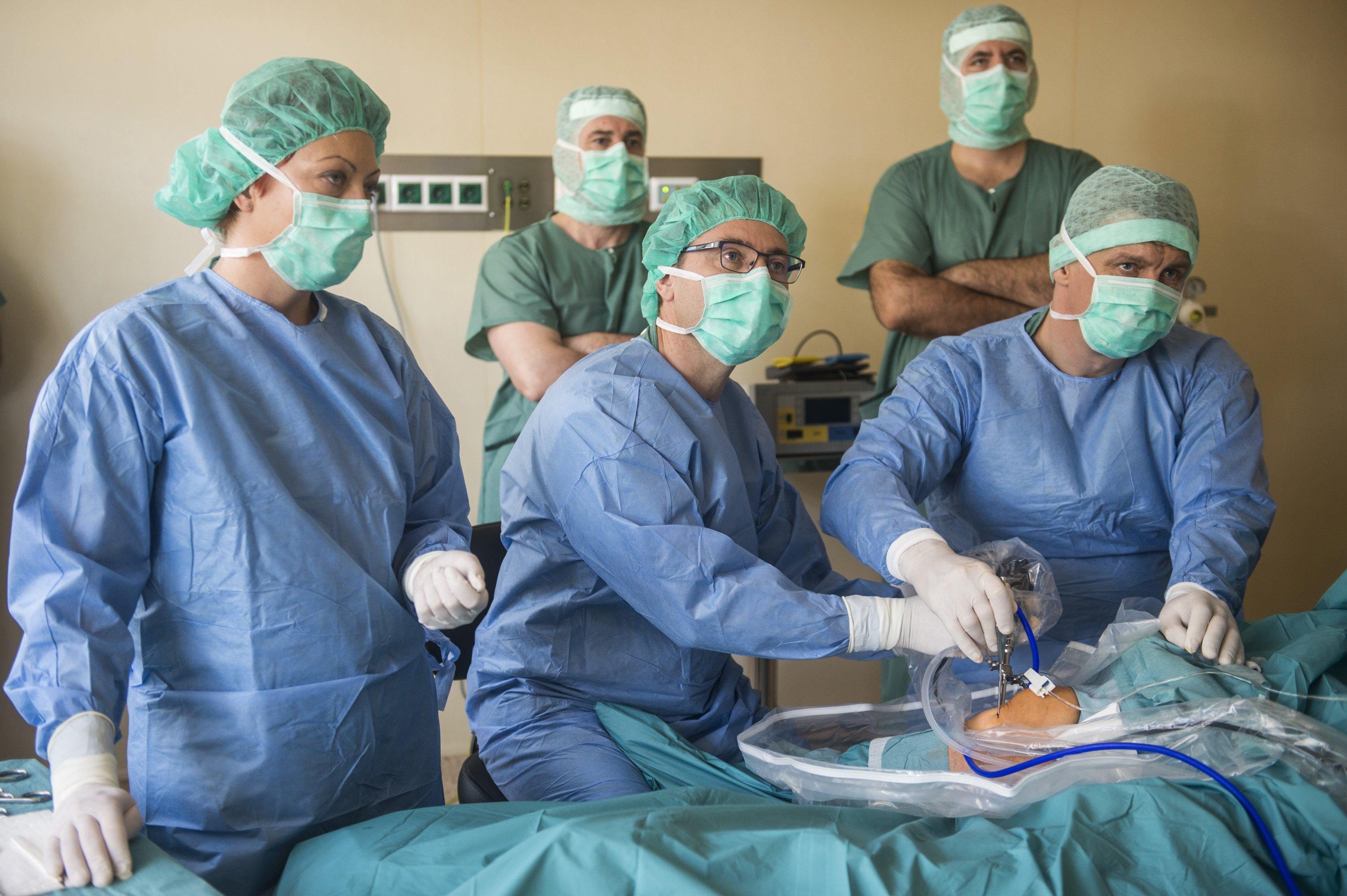 Gulyás: Az orvosegyetemeknél maradnak a klinikai központok akkor is, ha az alapítványosodás mellett döntenek