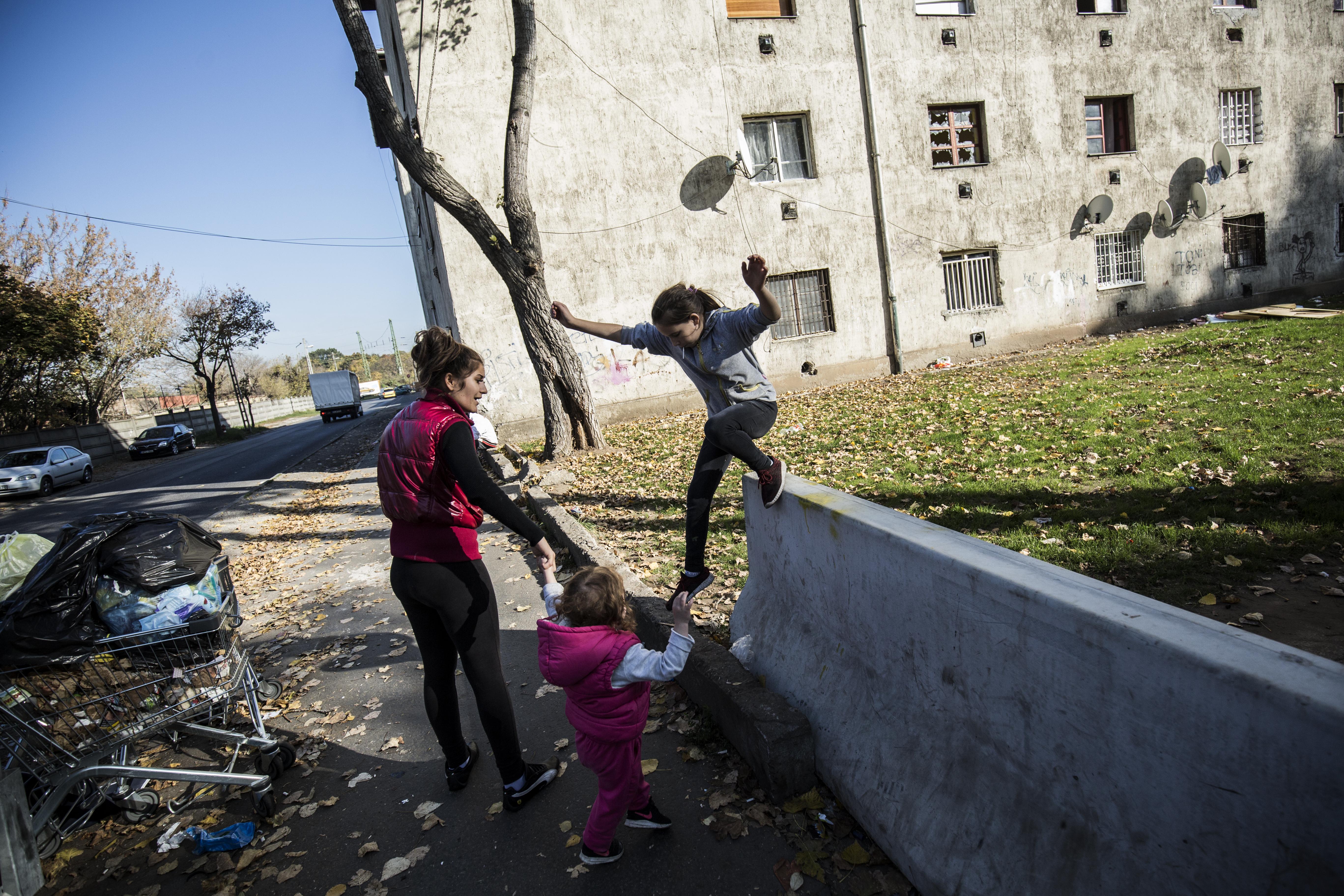 Kétmilliárdot ad a kormány a Hős utcai nyomortelep rendbetételére