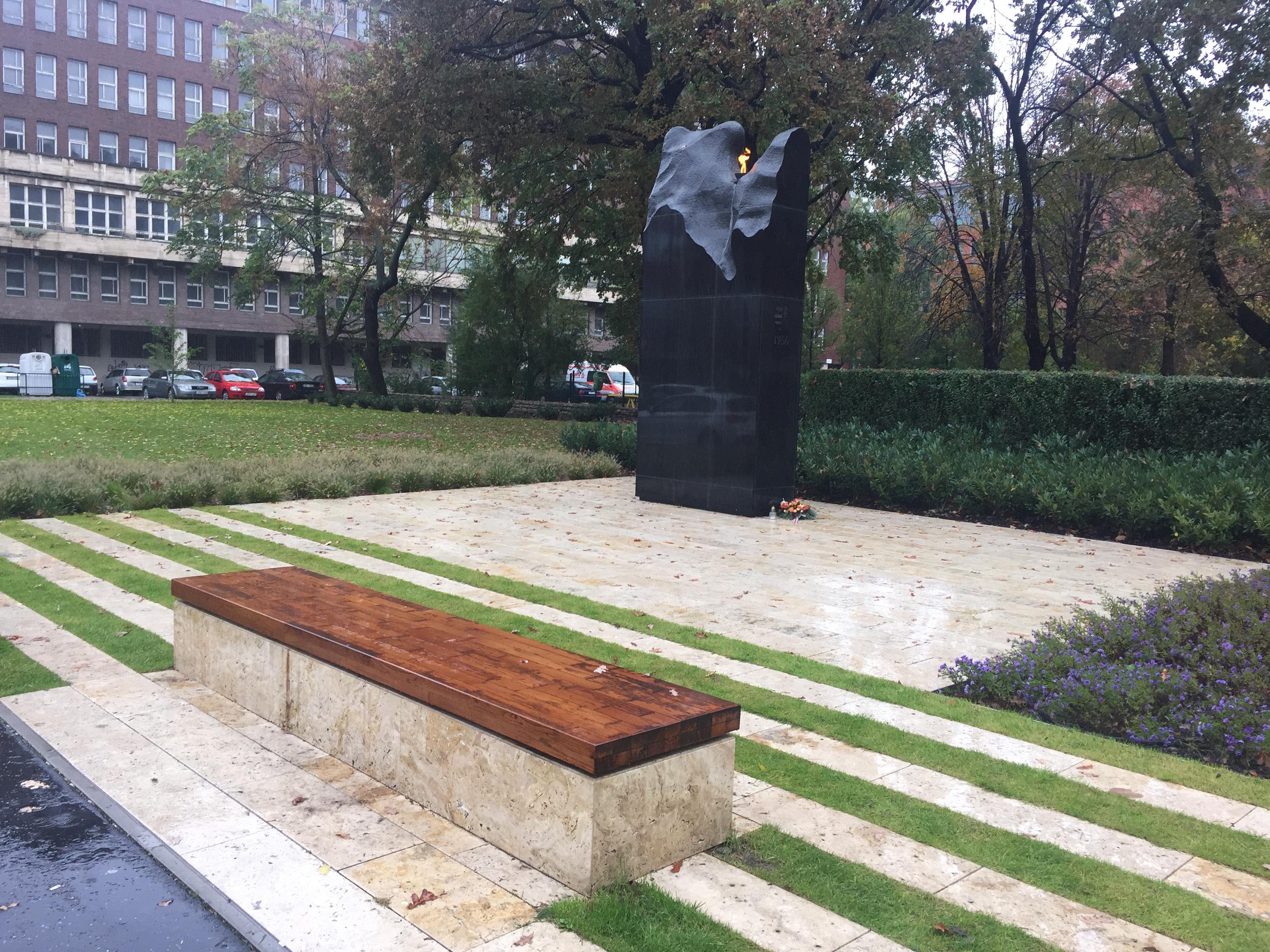 Közadakozásból épült, de a Kossuth térről kidobták és már el is felejtette mindenki