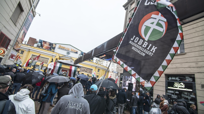 """Válságtanácskozást tart a Jobbik, miután a párt """"anyagilag megsemmisült"""""""