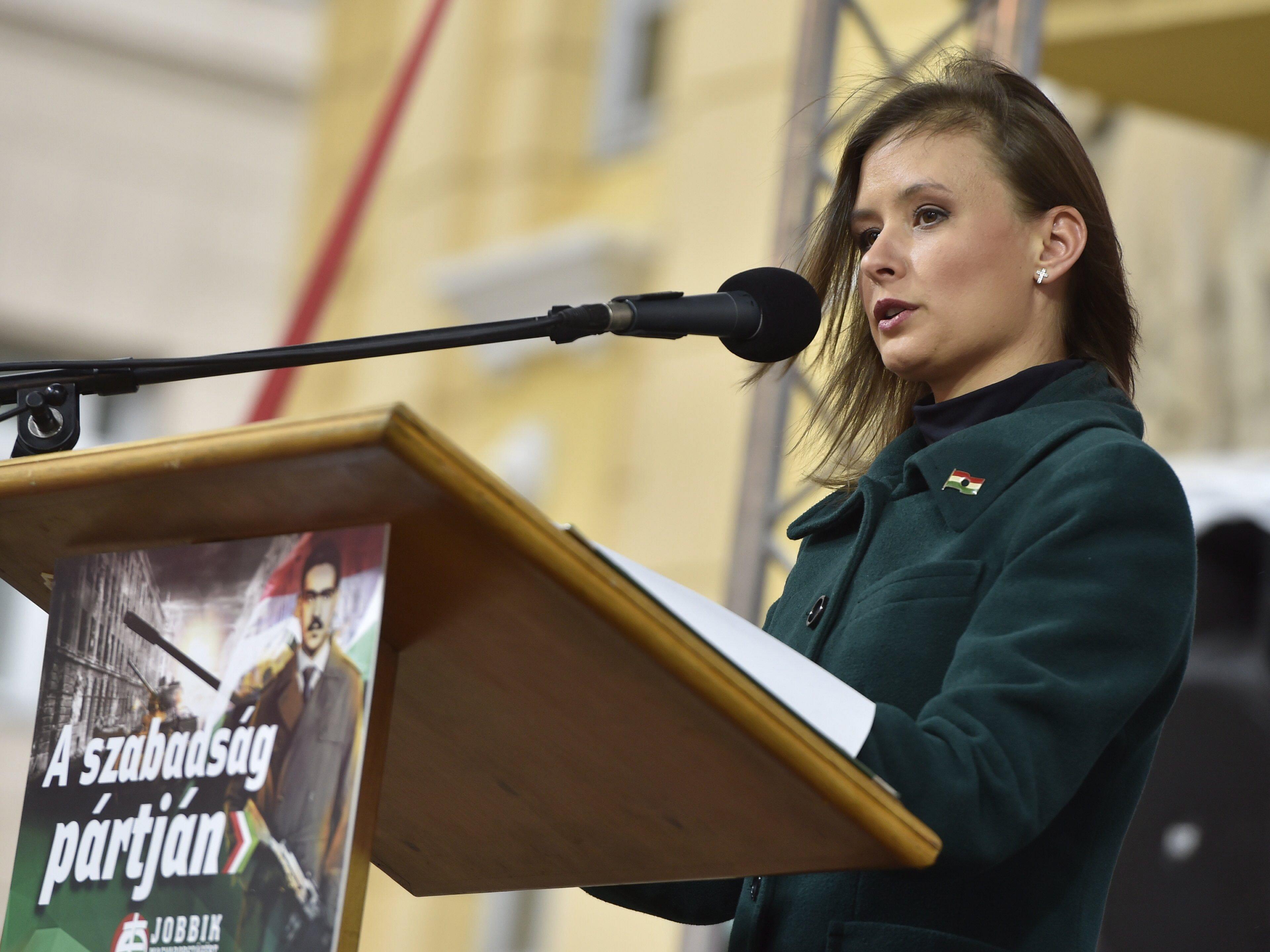 Dúró Dóra otthagyja a Jobbikot
