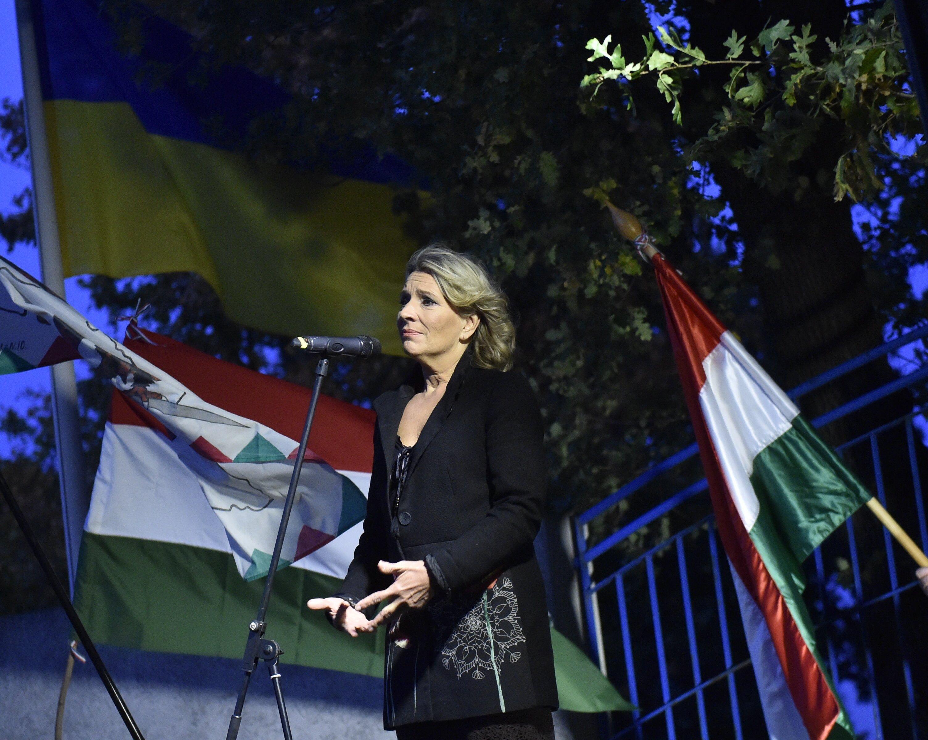 Ha nem csal a szemünk, Morvai Krisztina hűségesküt tett a Fidesznek, Bayer Zsolt pedig meleg szavakkal fogadta be a NER-be
