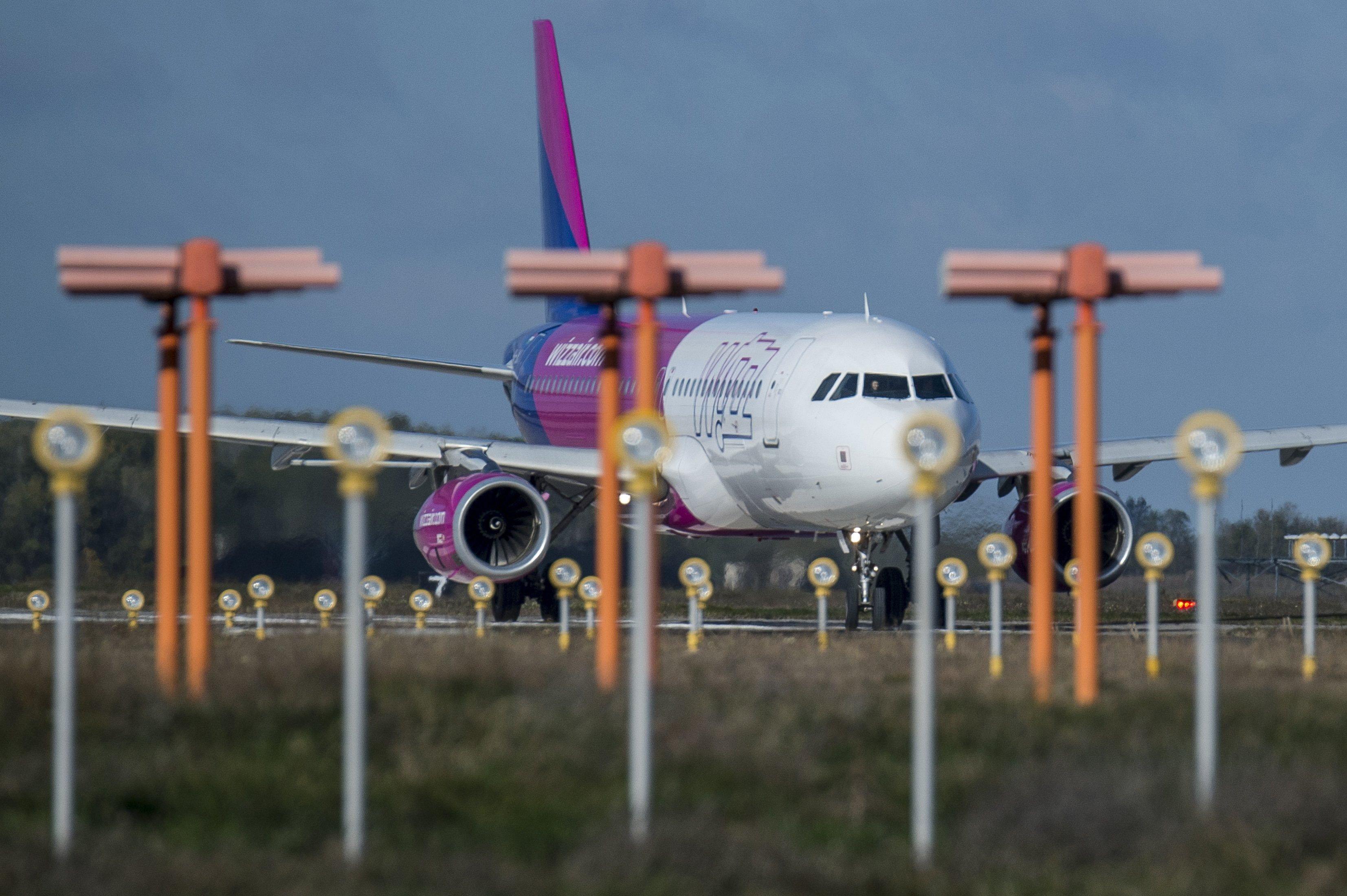 Kisebb gépet küldött a Wizzair Budapestre tartó utasokért, 50-en rekedtek Frankfurtban