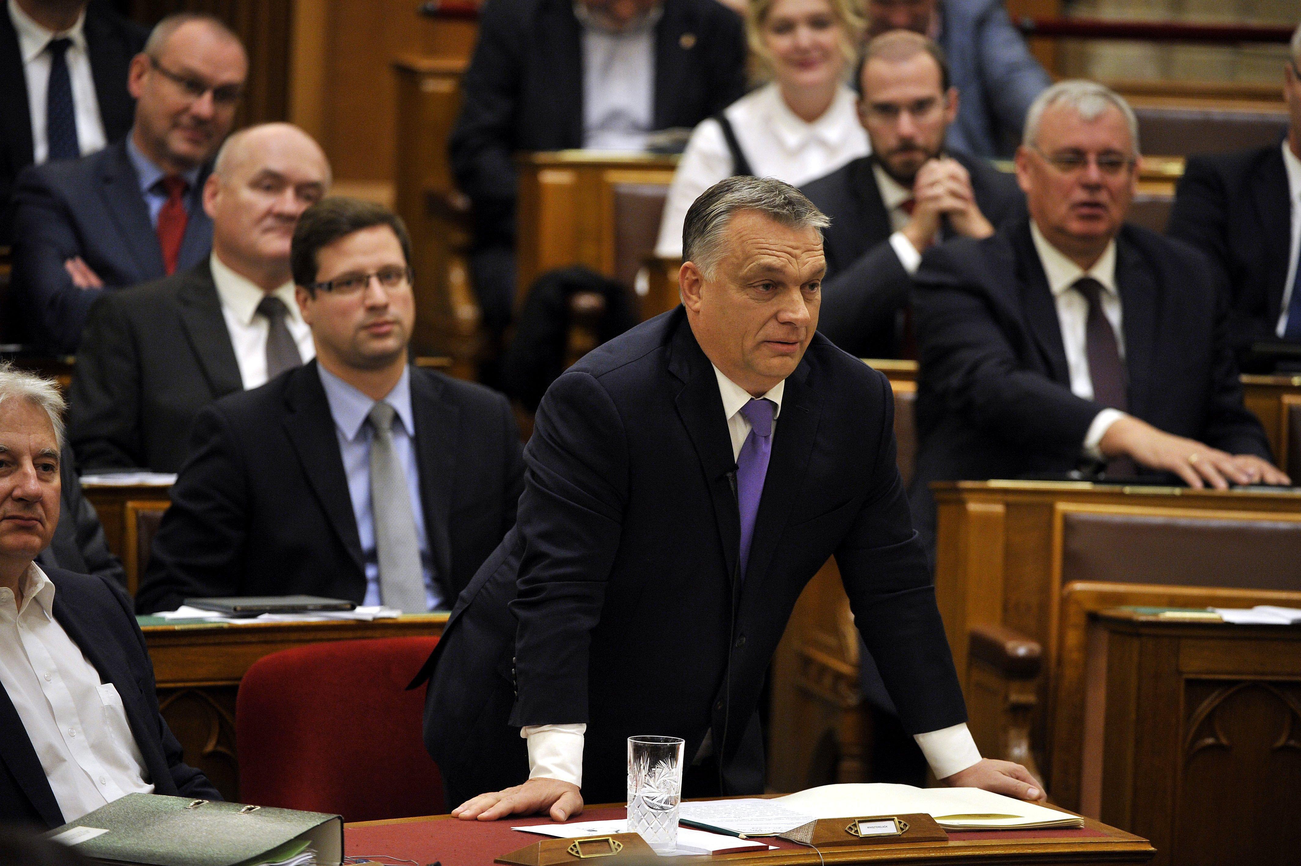 A plakátháború mutatta meg, mire képes az apparátus, ha a Fidesz egy kicsit is fenyegetve érzi magát