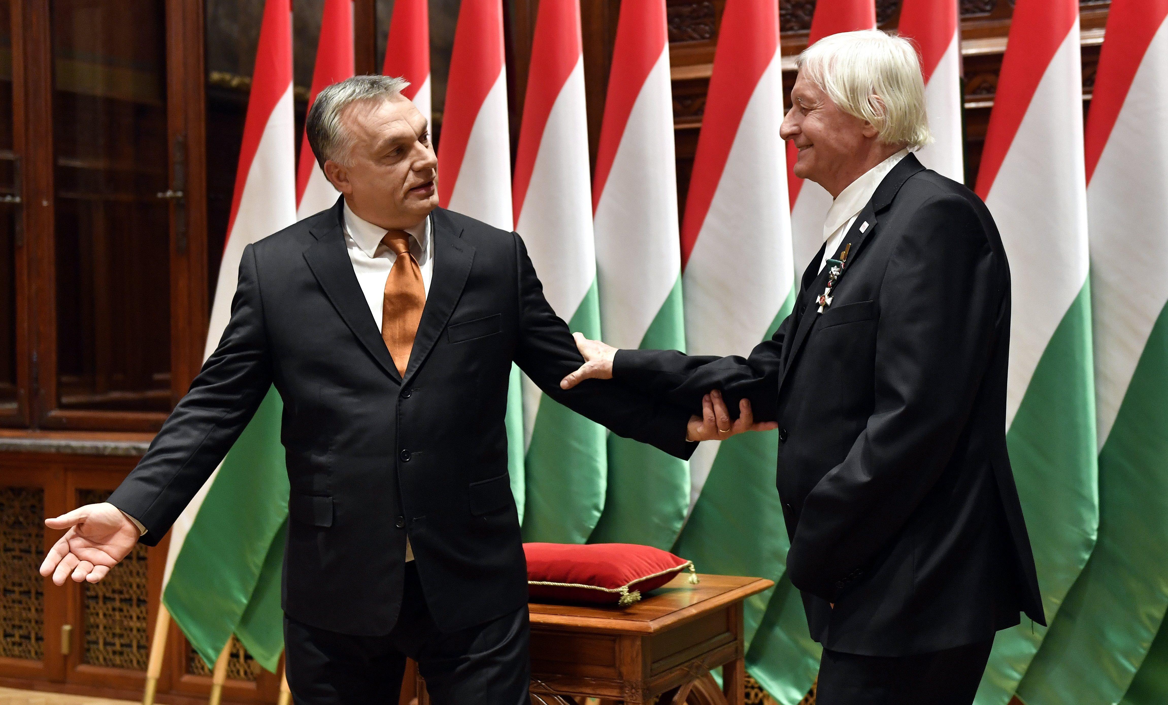 Orbán a Magyar Érdemrend Nagykeresztjével tüntette ki Fekete Györgyöt