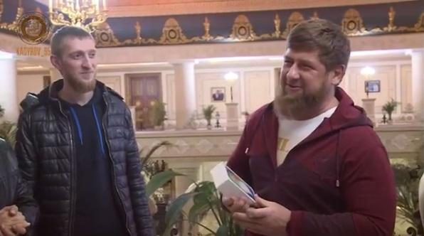 Iphone X-et kapott ajiba a csecsen diktátor