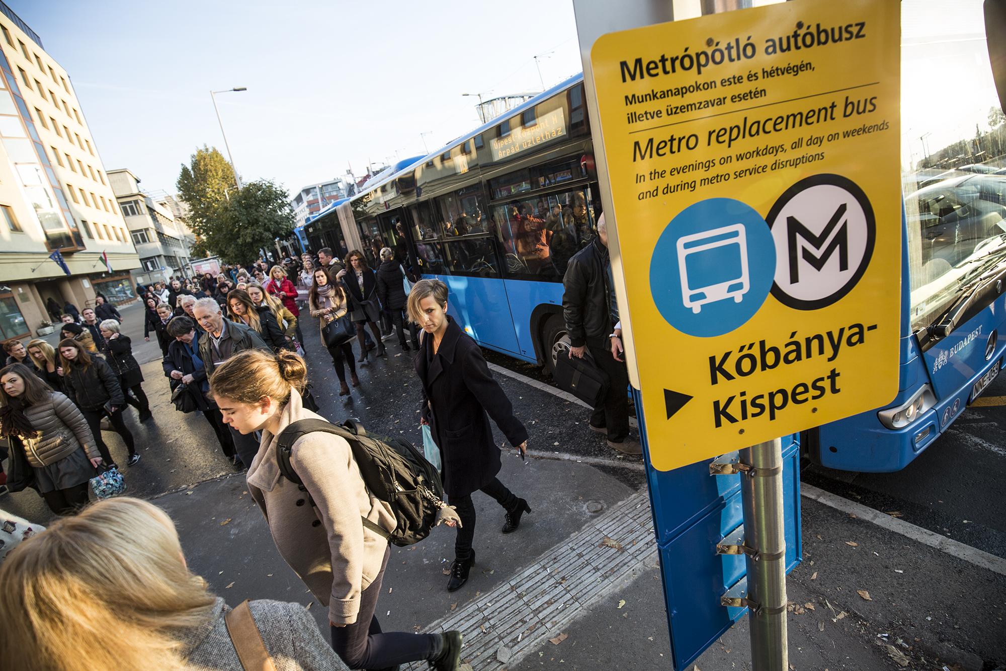 Visszaadná a hármas metrót az adventi hétvégékre a BKK