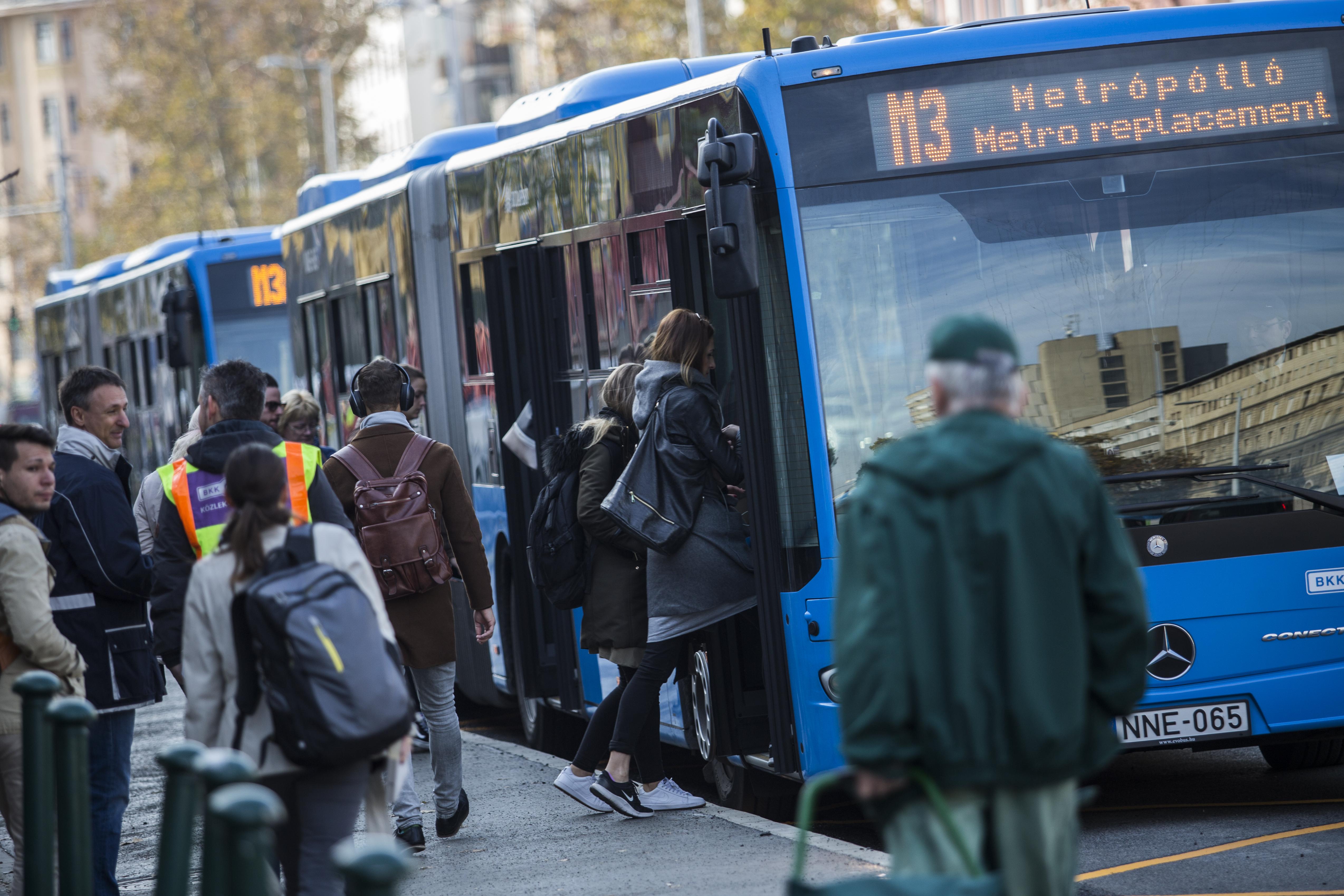 Jövő szombattól pótlóbusz jár a 3-as metró középső szakaszán