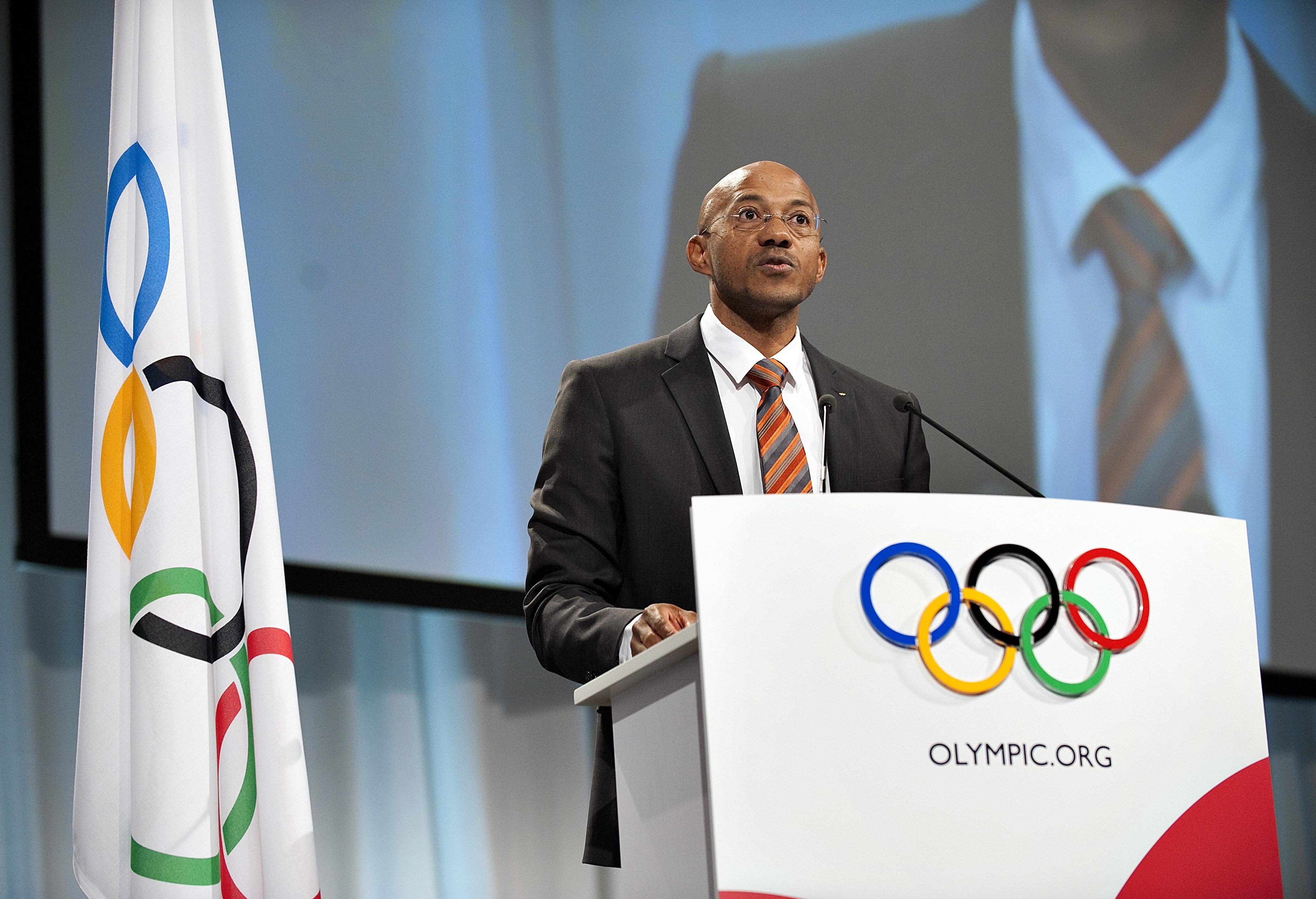 A korrupciós vádak miatt a Nemzetközi Olimpiai Bizottság felfüggesztette Frankie Frederickset