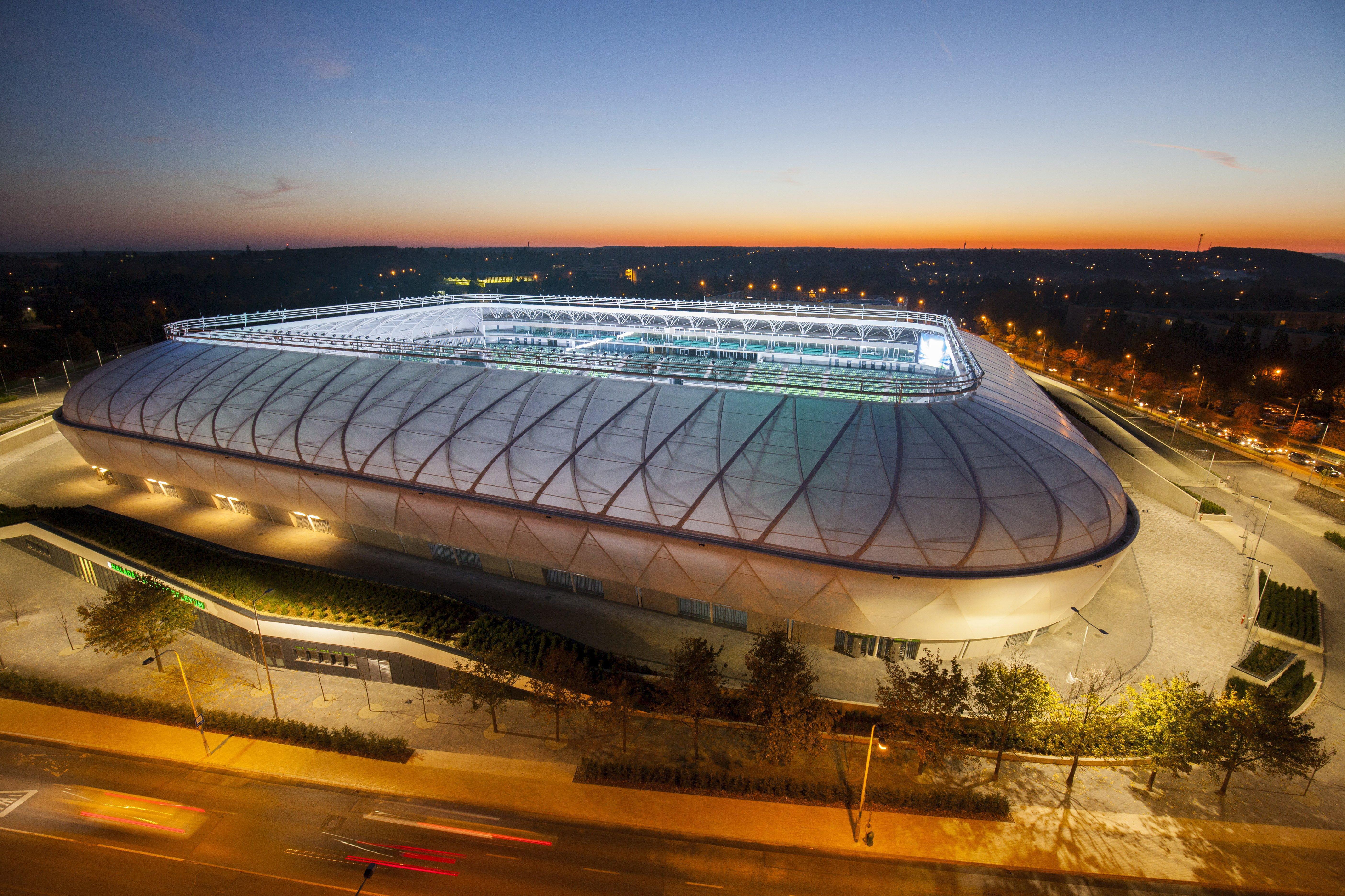 Nagyon szép az új stadion, csak éppen belerokkan a Haladás