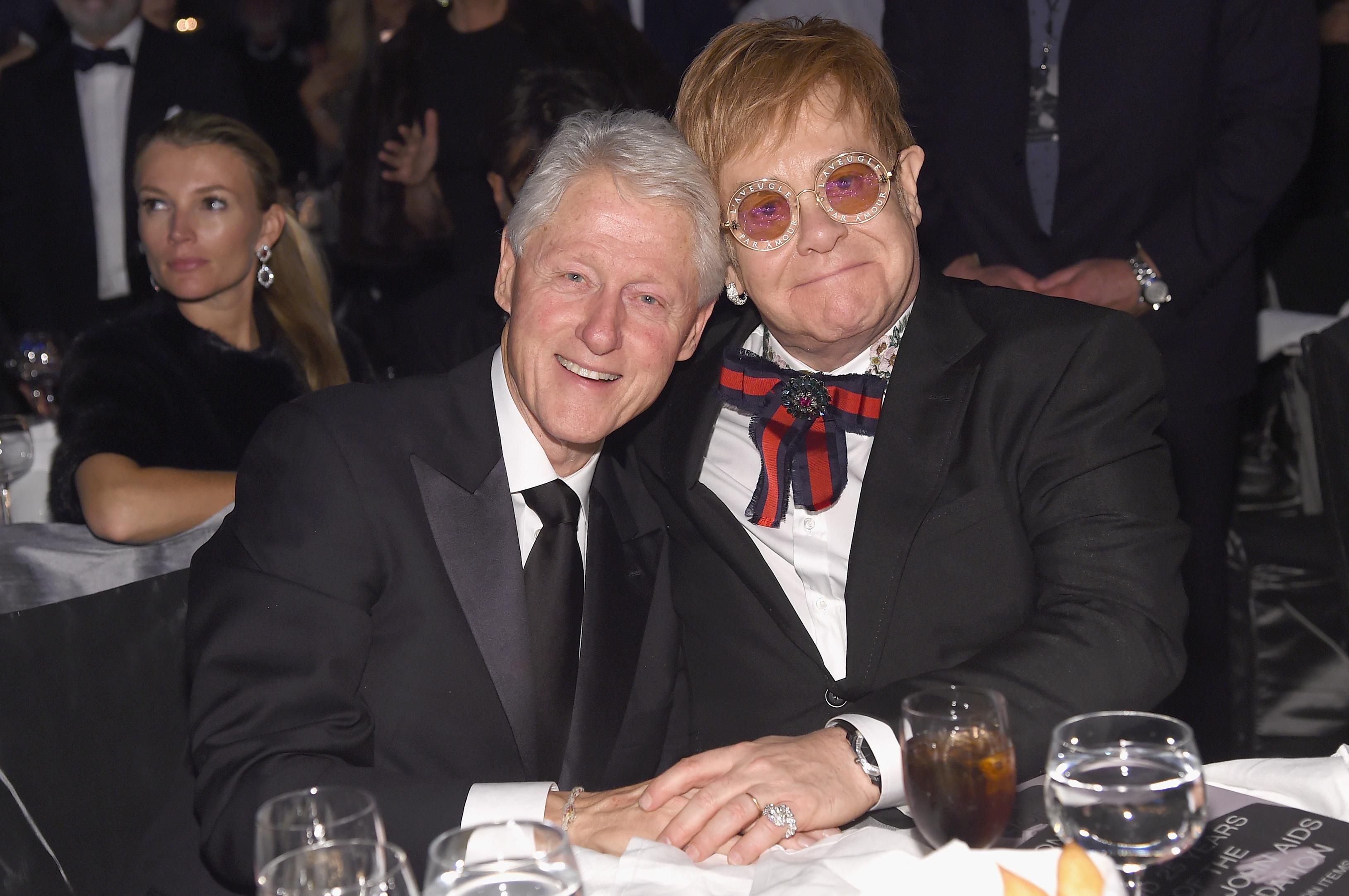 Bill Clinton és Neil Patrick Harris is fellépett Elton John buliján, ahol az AIDS elleni küzdelemre gyűjtöttek