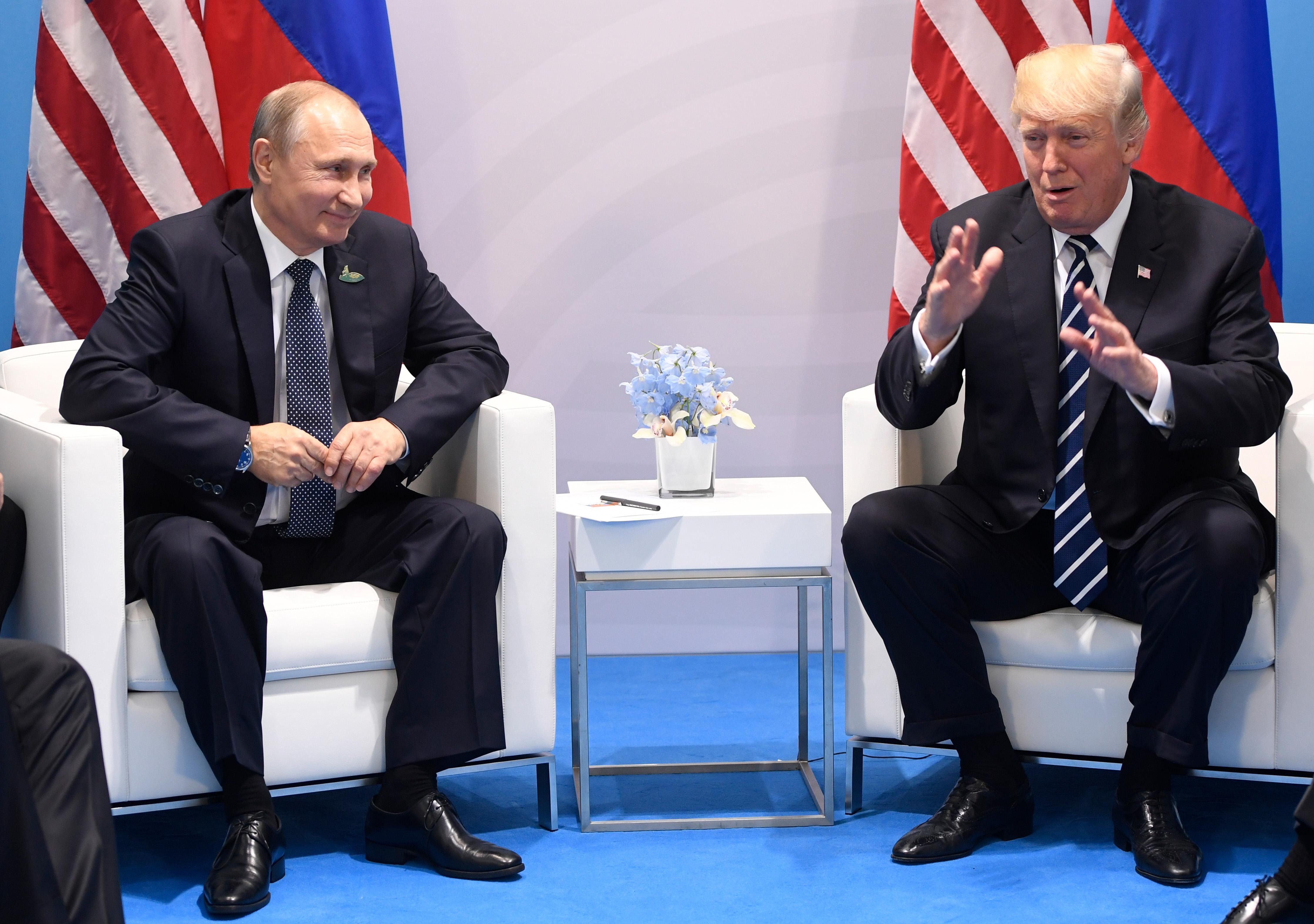 """A Fehér Ház szerint Trump nem találkozik külön Putyinnal, a Kreml szerint """"így vagy úgy"""", de a találkozó létrejön Vietnamban"""