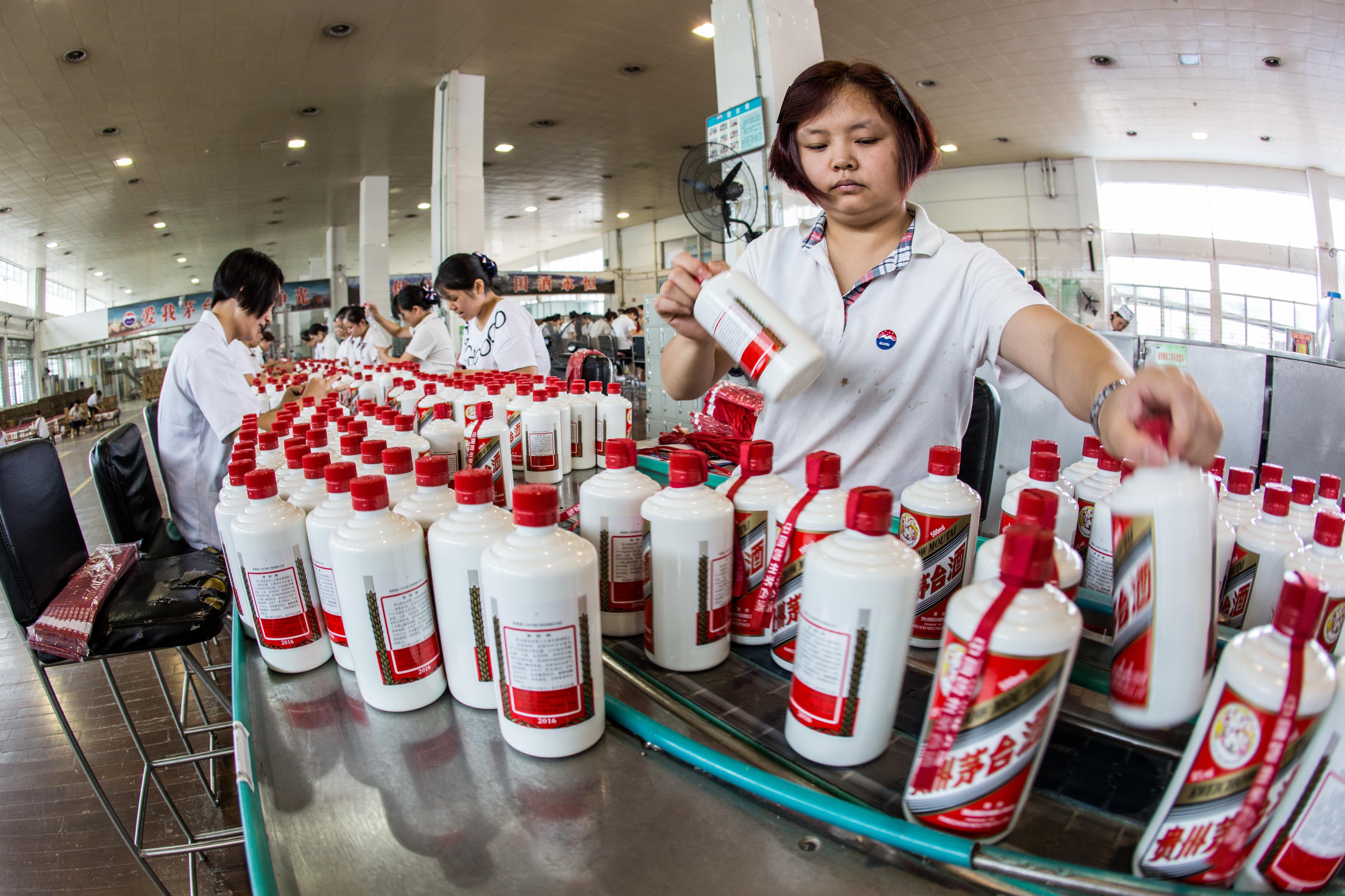 Magányos emberek 450 ezer forintért az életük végéig kaphatják a piát egy kínai cégtől