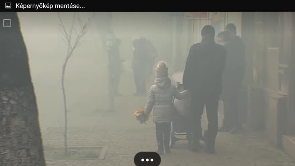 Ilyen súlyosan nézett ki, amikor az ukrán szélsőségesek füstbombákat robbantottak tegnap Beregszászon