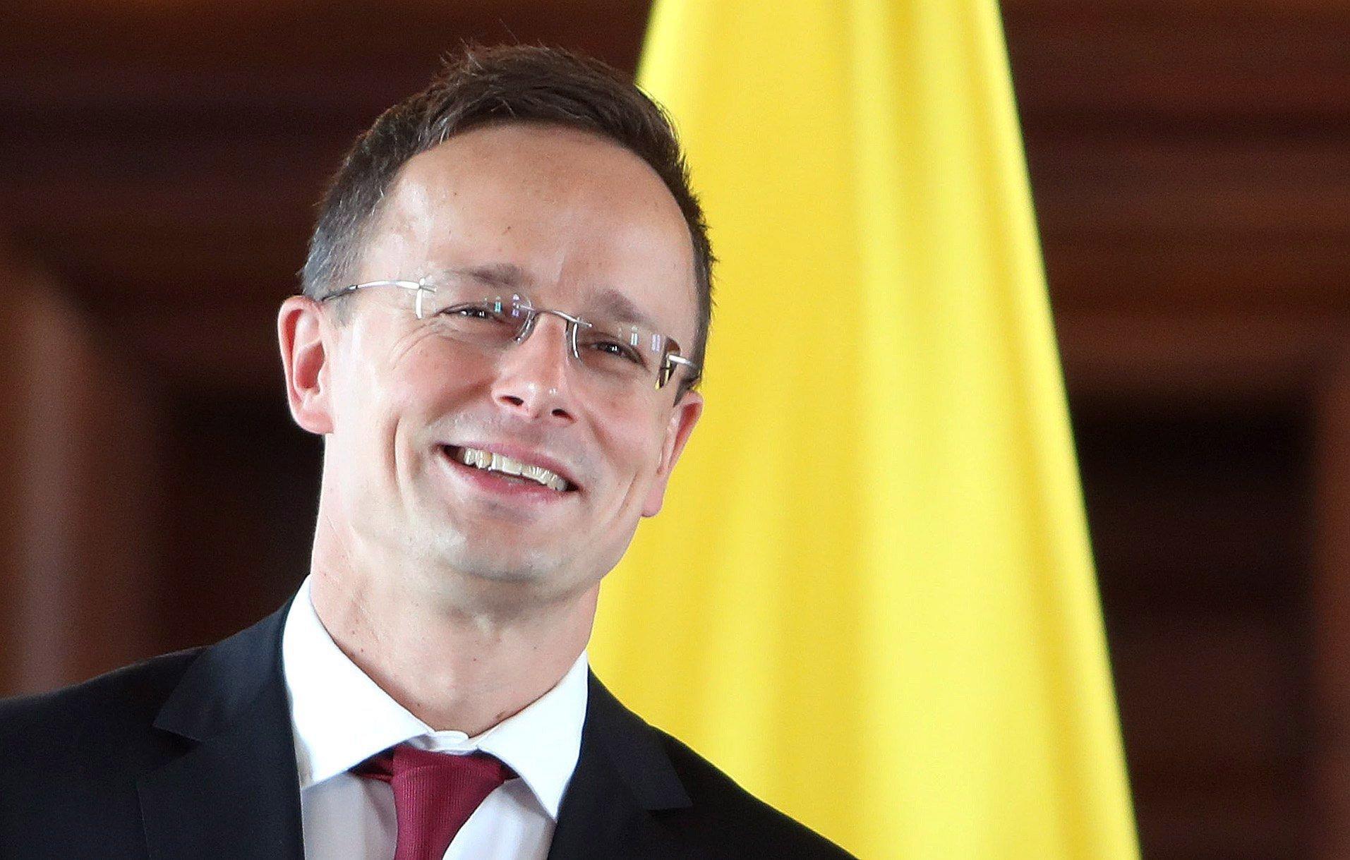 Szijjártó Péter szerint Macron EU-s konzultációja a nyomába sem ér a magyar kormány Nemzeti Konzultációjának