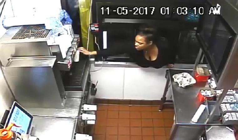 Keresi a rendőrség ezt a nőt, aki bemászott egy dél-karolinai McDrive-ba és pénzt lopott