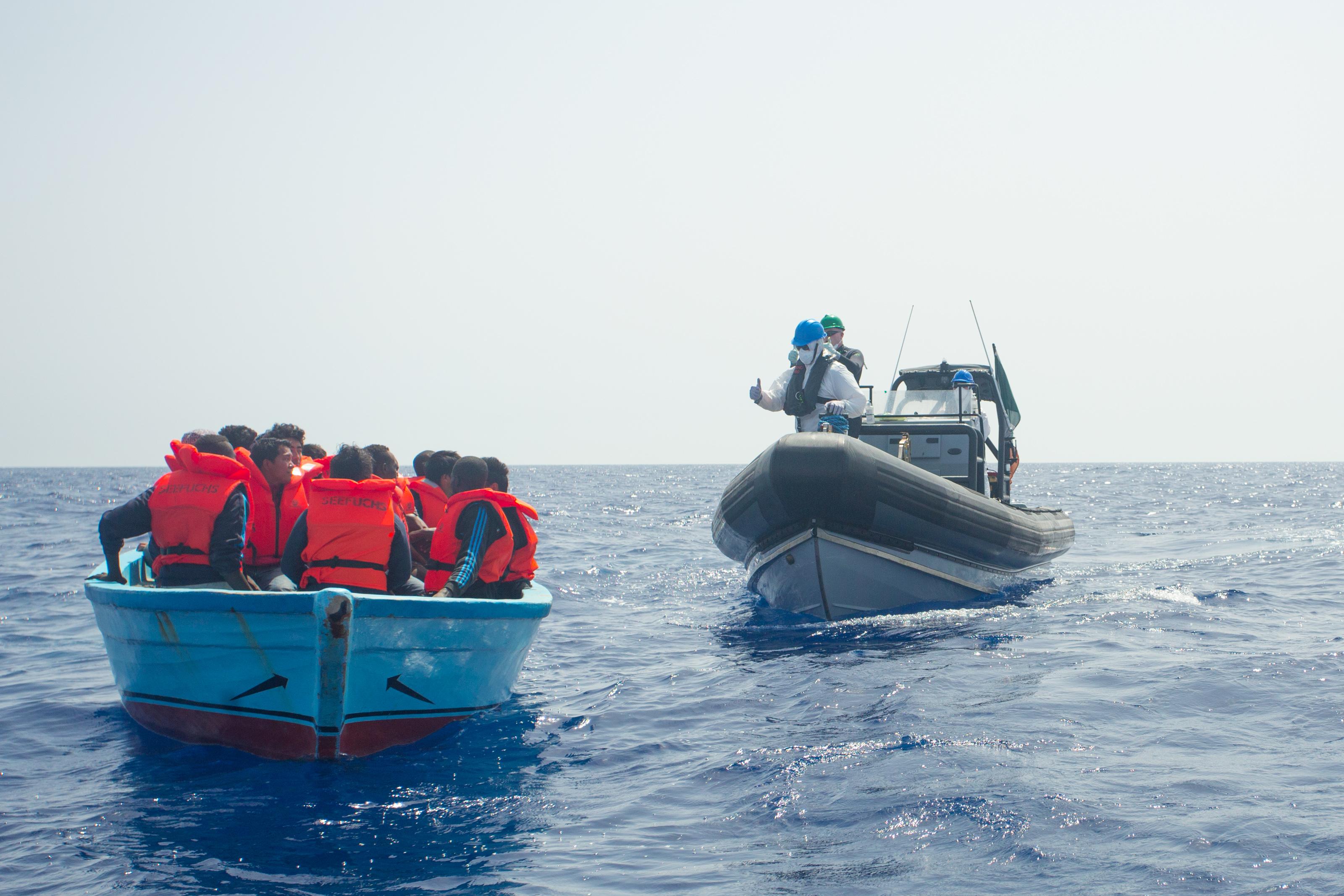 Őrizetbe vette az olasz rendőrség az egyik, bevándorlókat mentő hajó kapitányát