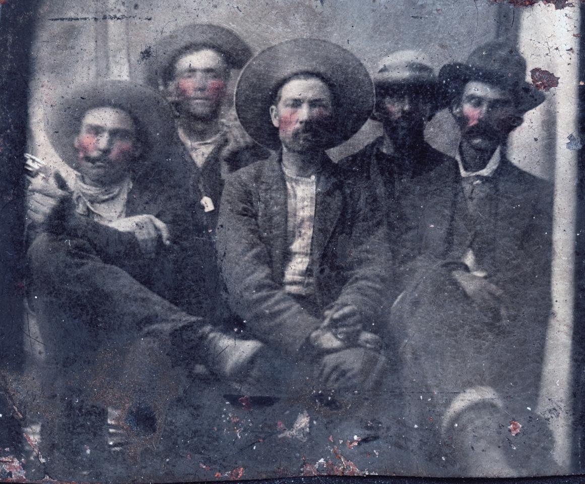 10 dollárért vett egy képet a bolhapiacon, kiderült, hogy Pat Garrett és Billy, a kölyök látható rajta