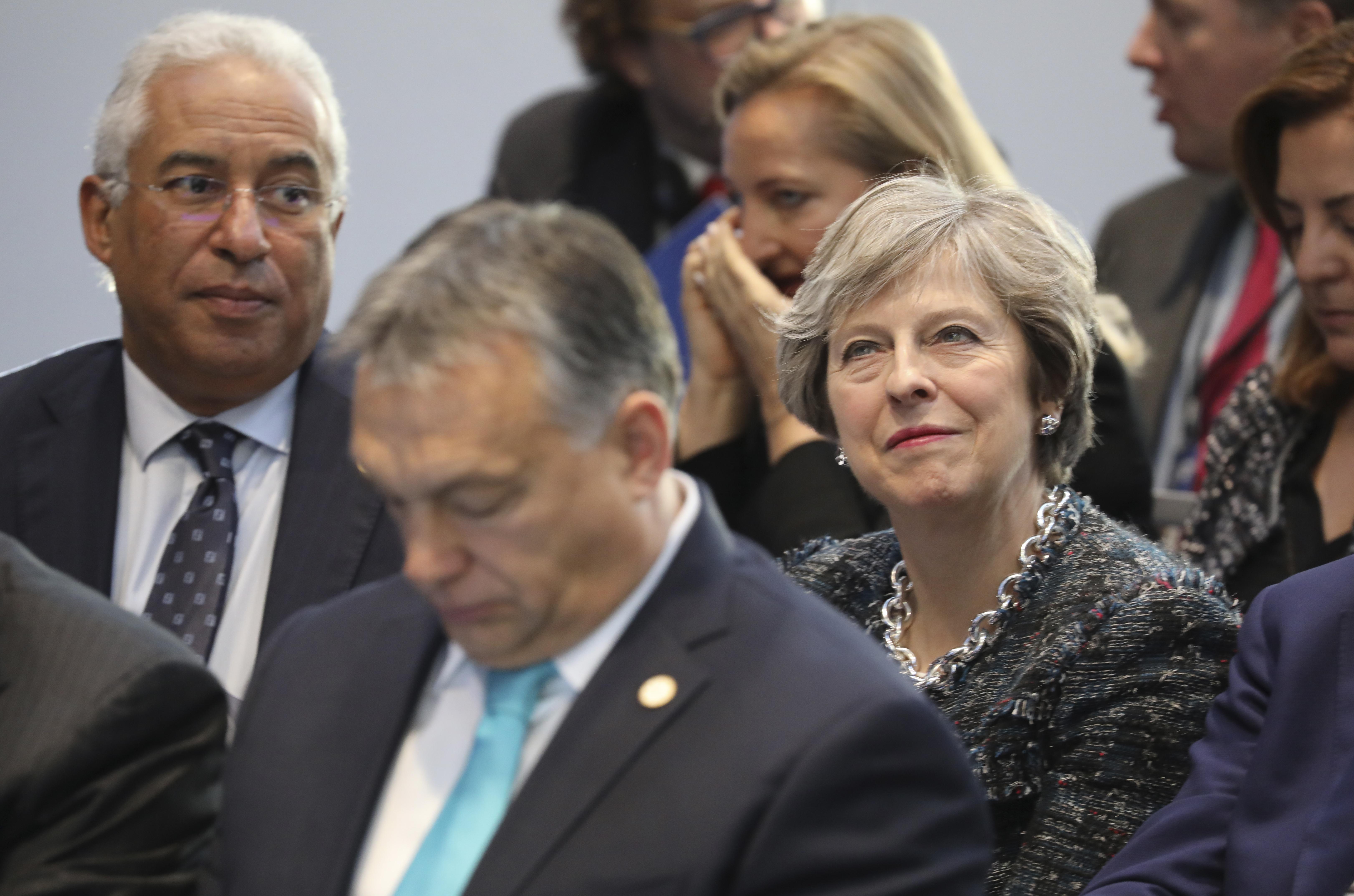 Két hét után Theresa May is gratulált Orbán Viktornak