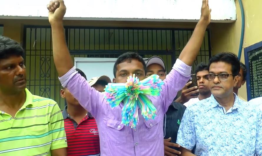 Egy 23 éves indiai férfi 459 szívószálat gyömöszölt a szájába
