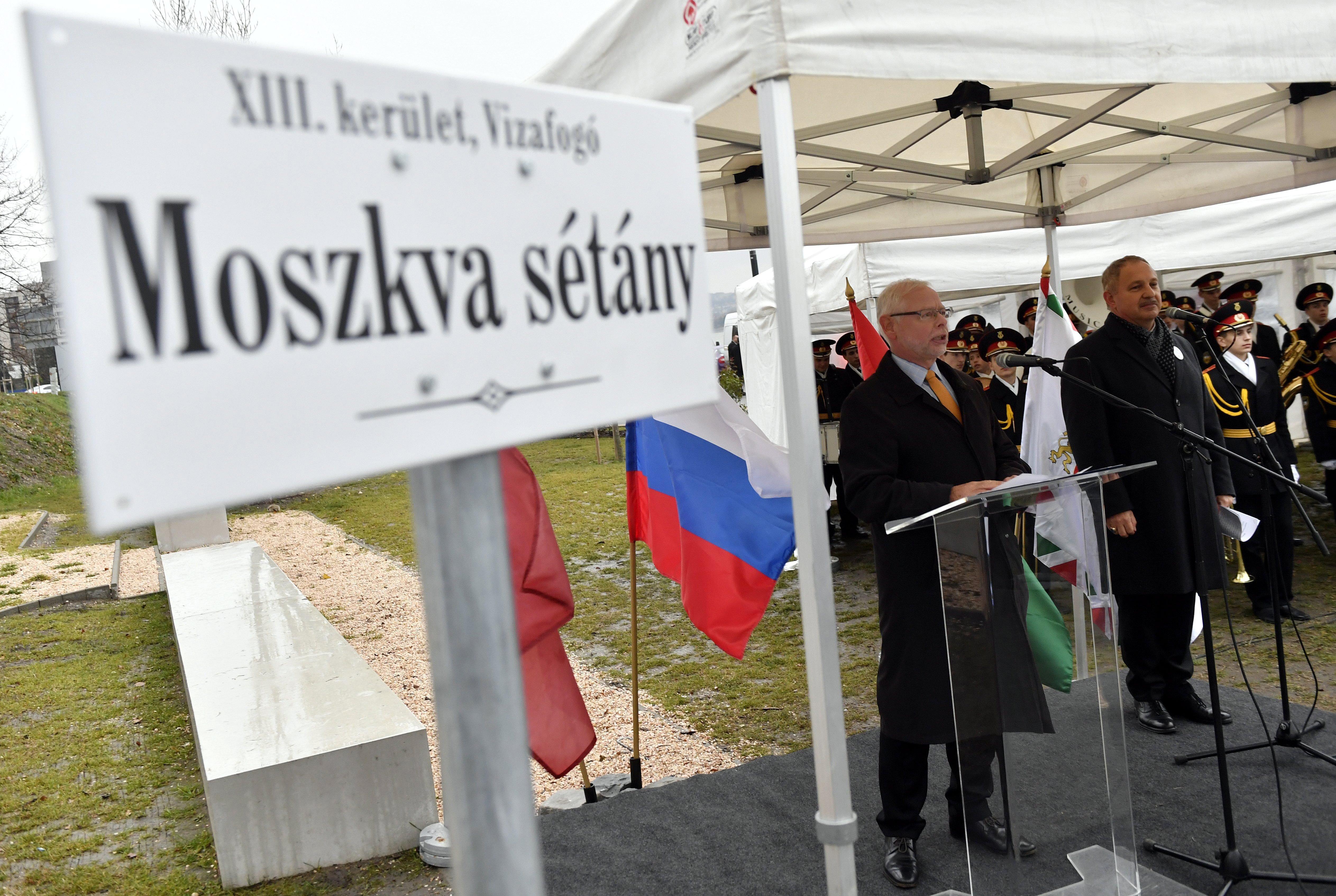 Sétánnyal kárpótoltuk a Moszkva tértől megfosztott oroszokat