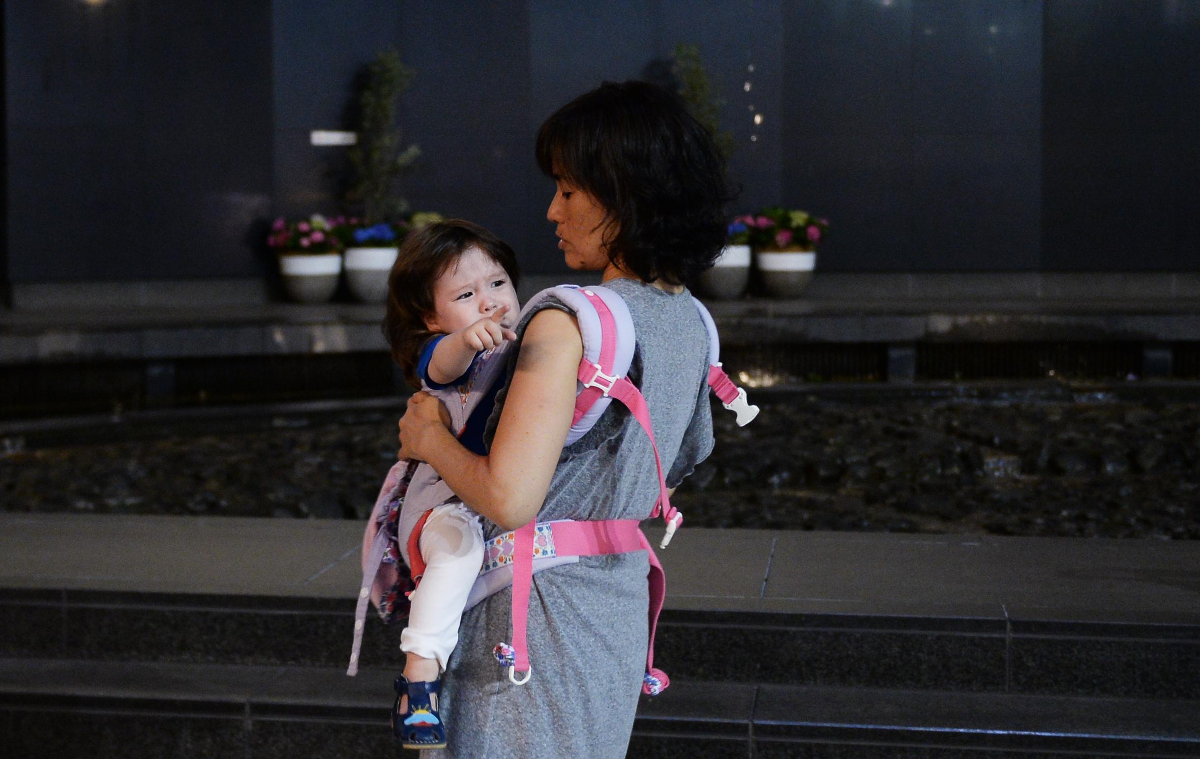 Egy japán nő bevitte a 7 hónapos gyerekét az önkormányzati ülésre, az elnök kivezettette a teremből