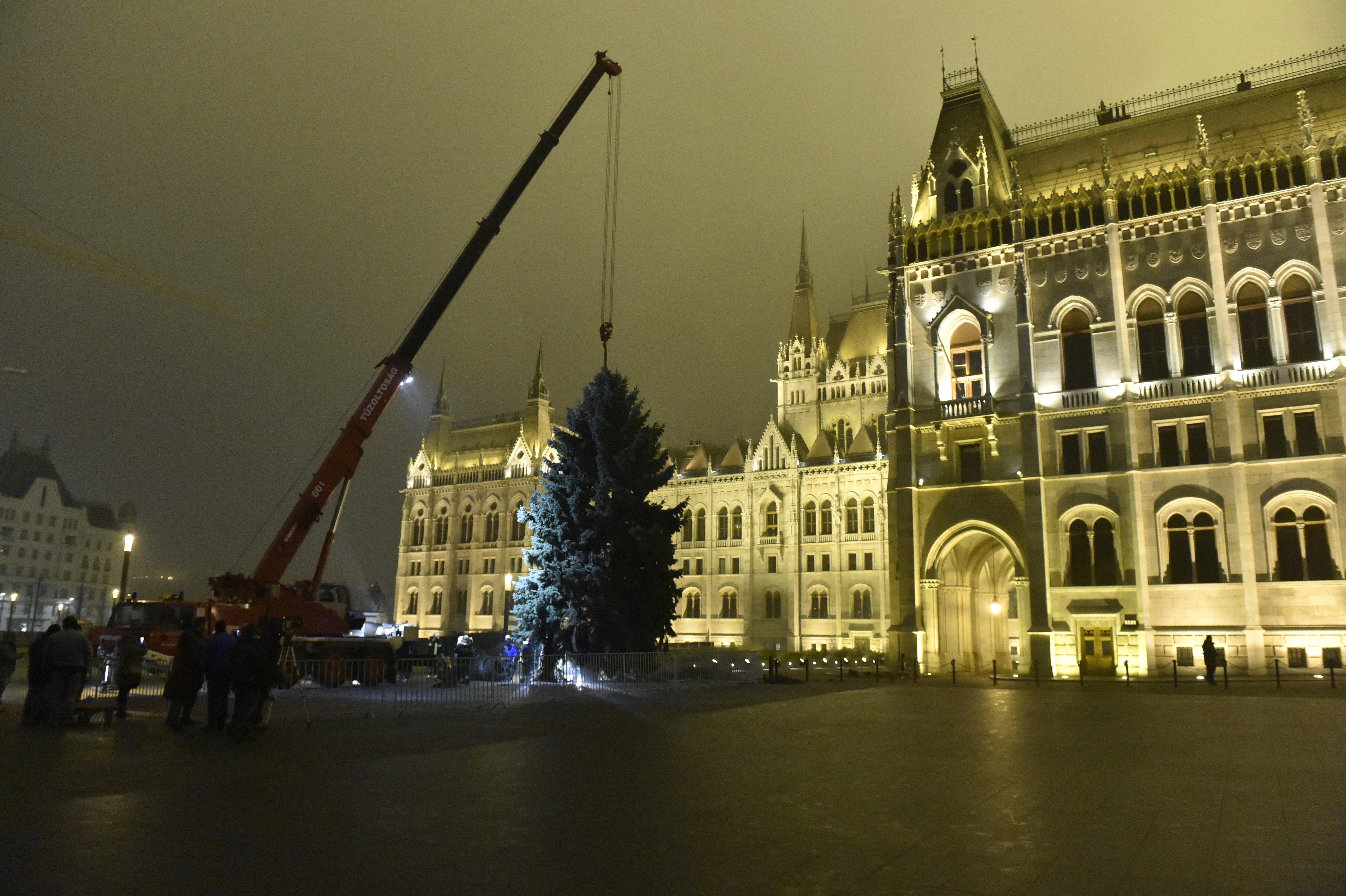 Az MSZP és a Párbeszéd kezdeményezi, hogy december 24. legyen munkaszüneti nap