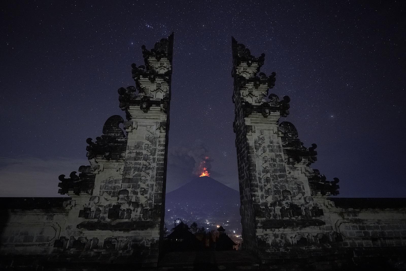 Indonéziában törvénnyel tiltanák be a házasságon kívüli szexet