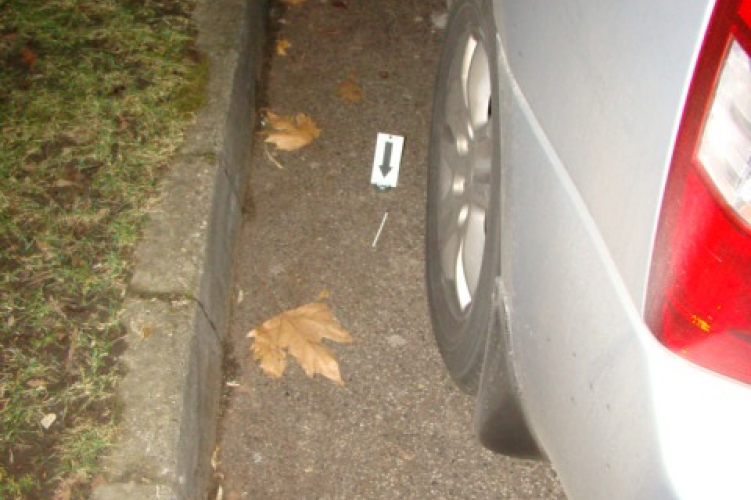 Golyóstollal próbálták feltörni az autót