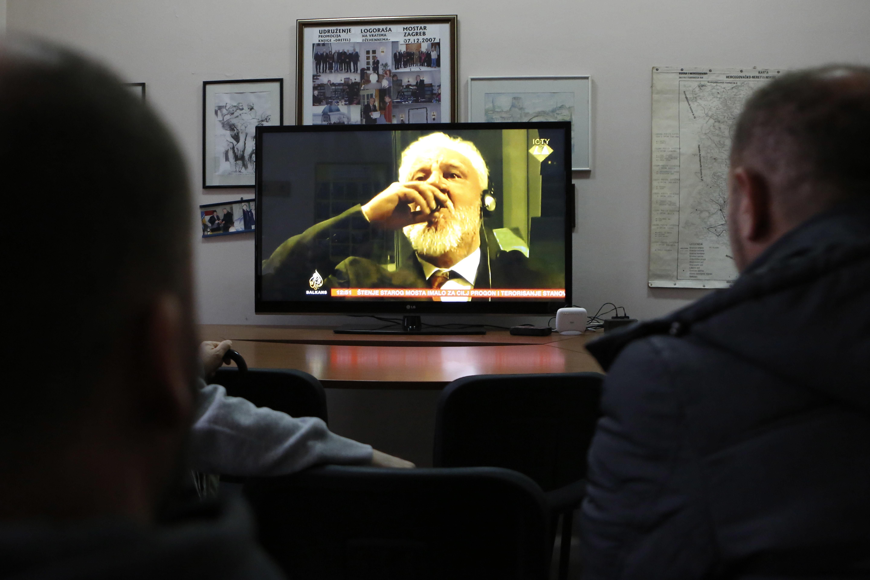 Száz tévécsatornát néz az átlag magyar
