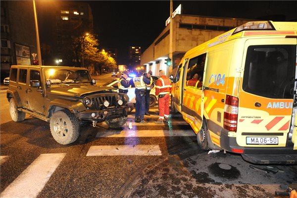 Mentőautó ütközött egy terepjáróval Csepelen