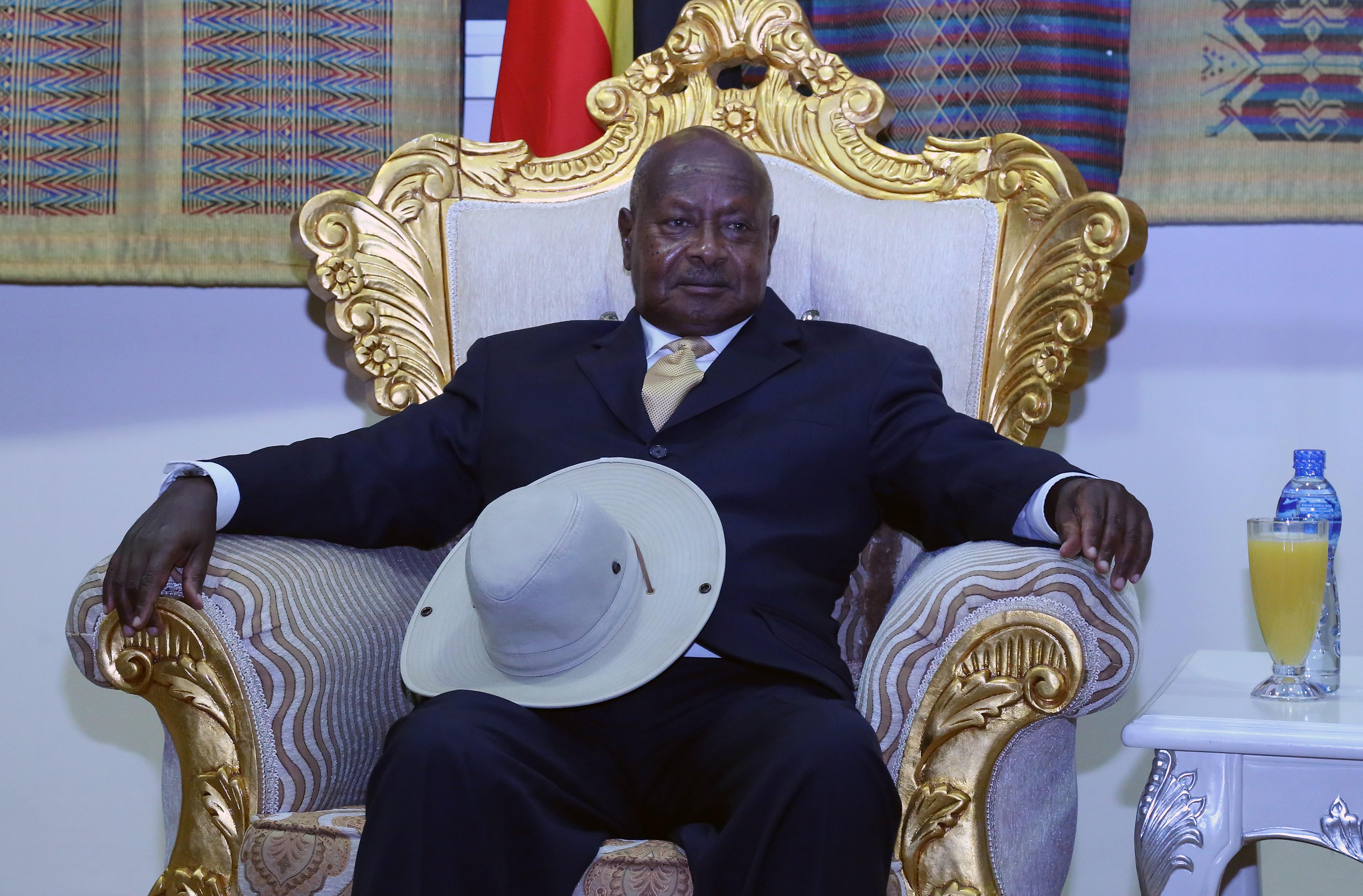 Elzavarták az USA ugandai nagykövetét a rendőrök az ellenzék vezérének házától