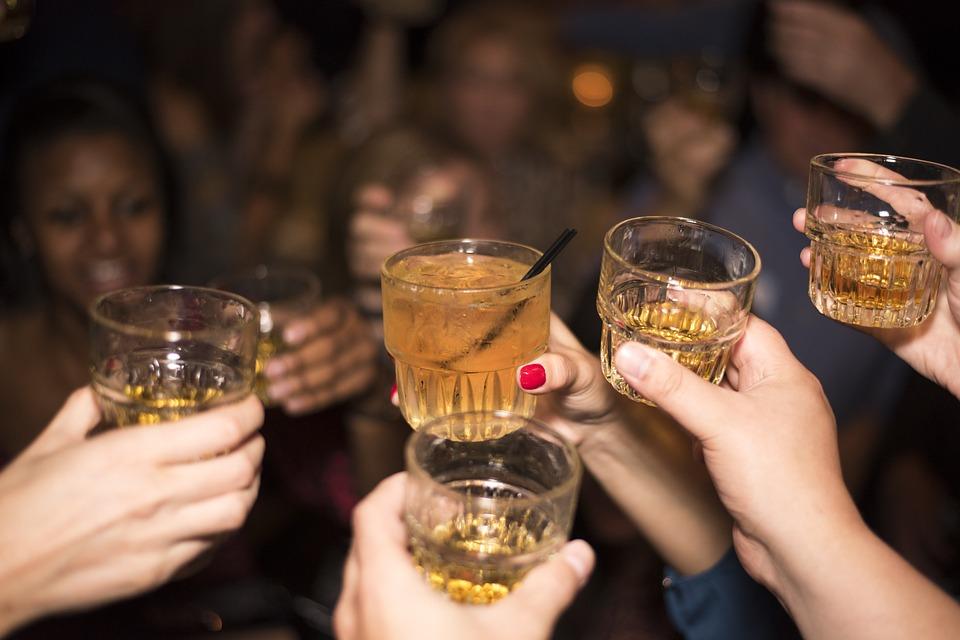 Karácsony Weinstein után: visszafogják az alkoholt a céges bulikon