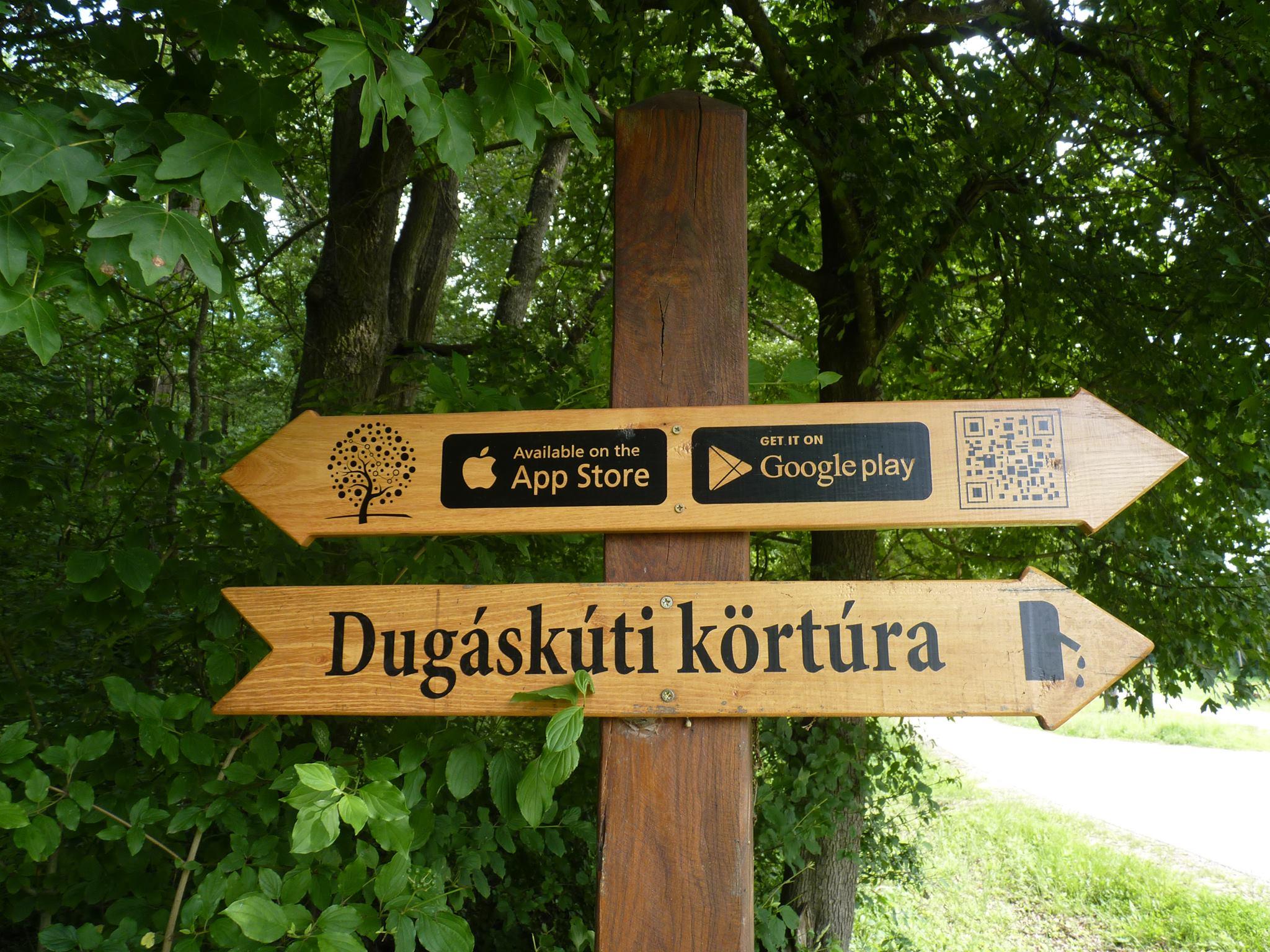 Ennél mutass jobb magyar erdei útjelző táblát!
