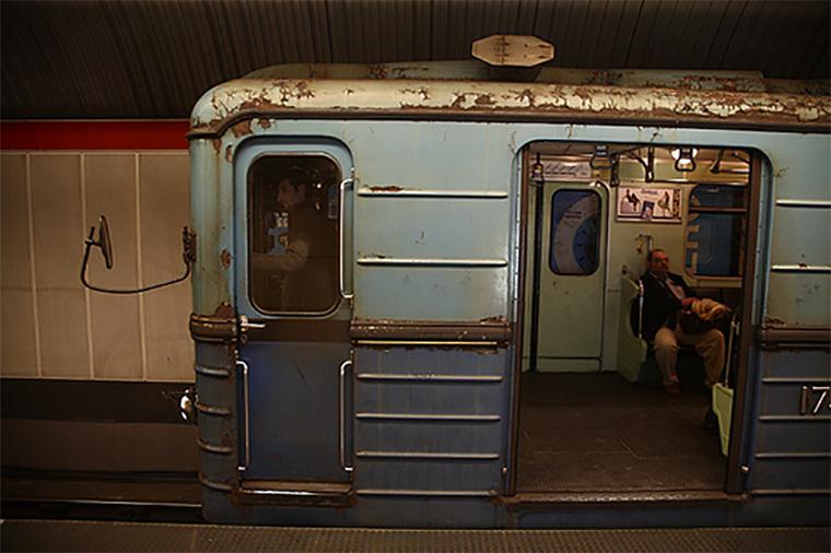 A Főpolgármesteri Hivatal szerint a hármas metró jelenlegi tervei megfelelnek a törvény által előírt, teljes értékű akadálymentesítésnek