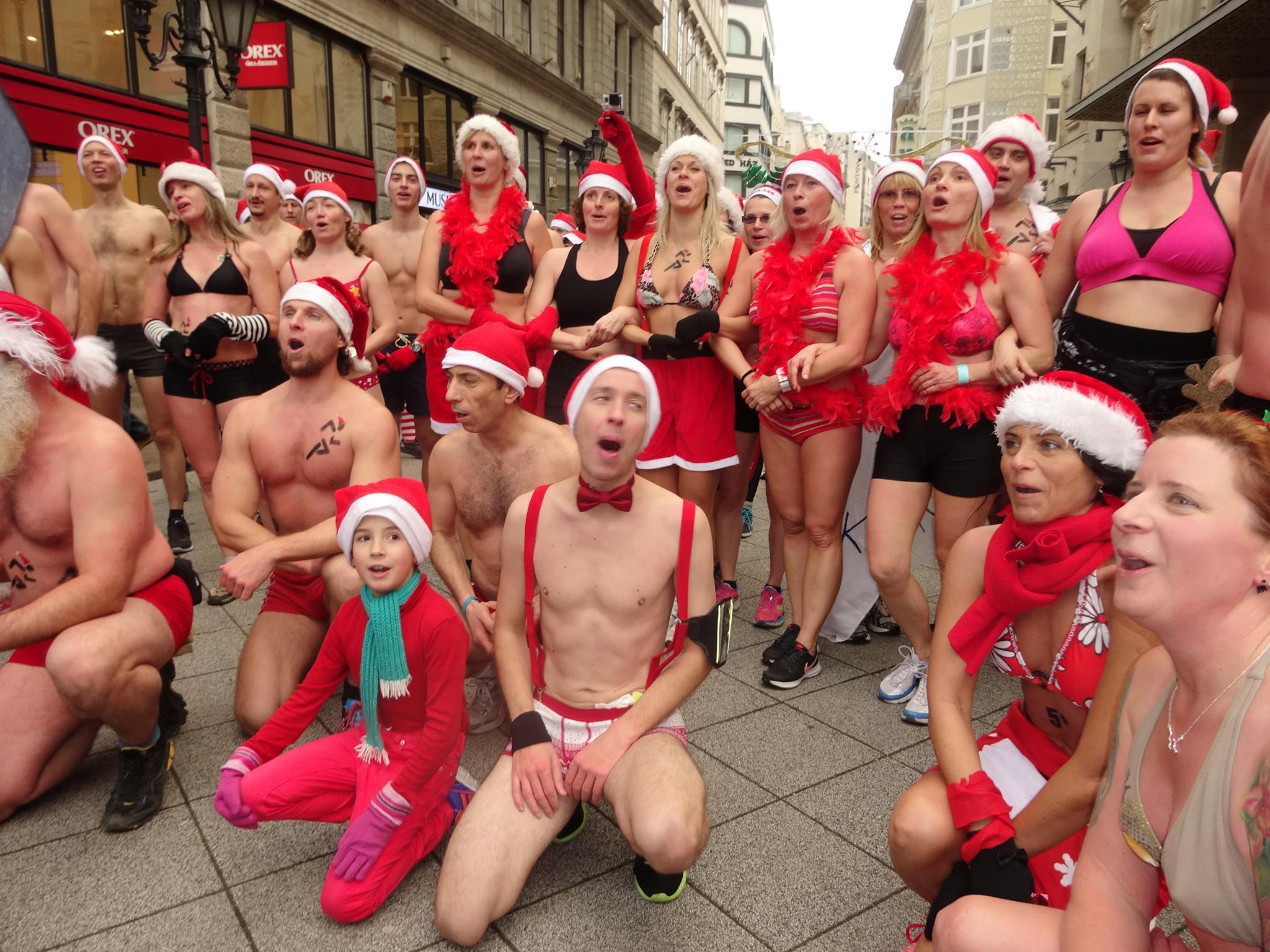 Tetováltak, futás! Hétvégén jön a fürdőruhás Mikulás Kocogás