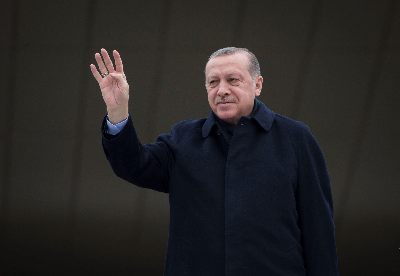 2700 embert rúgtak ki Törökországban, mert terrorszervezetekhez kötődnek
