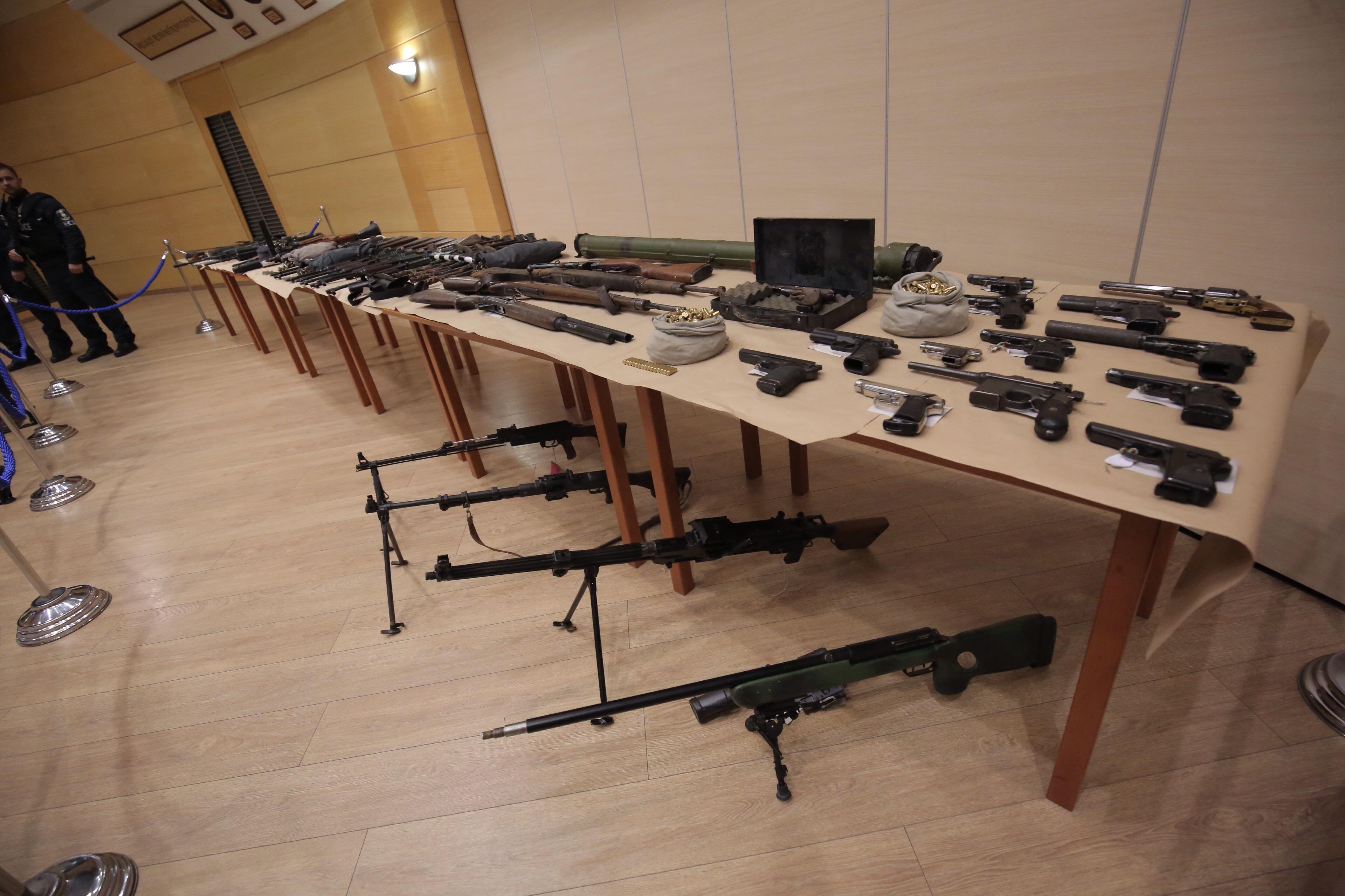 Több mint száz fegyvert találtak a rendőrök a Magyar Nemzeti Arcvonal tagjainál