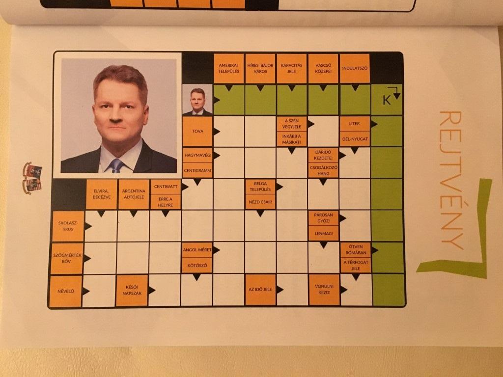 A XVIII. kerület kiadott egy kalendáriumot, aminek majdnem minden oldalán ott van ugyanaz a fotó Kucsák László fideszes képviselőről, és a keresztrejtvény megfejtése is az, hogy Kucsák László