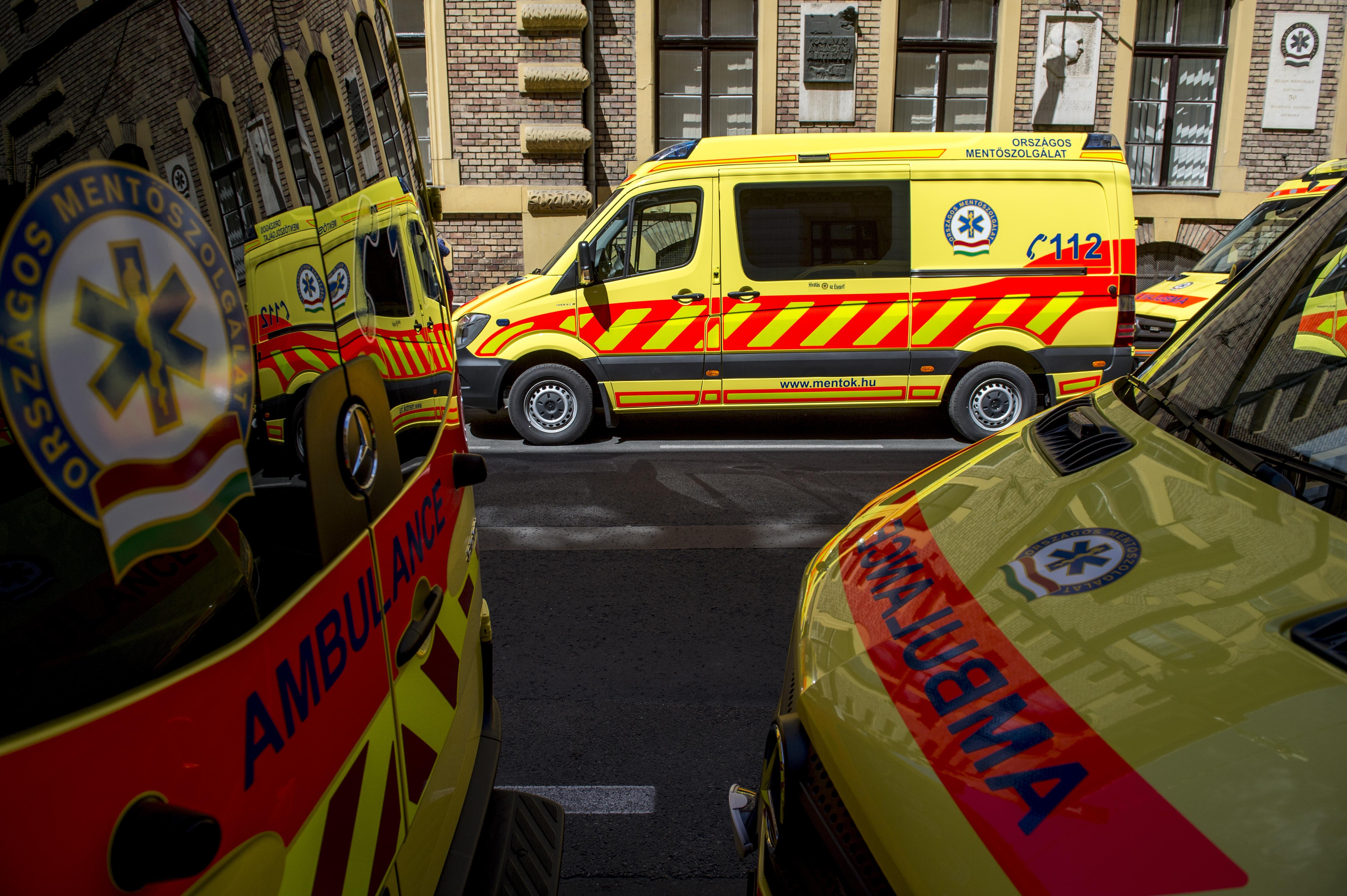 Ha nincs béremelés, sztárjkolhatnak a mentősök és az ápolók