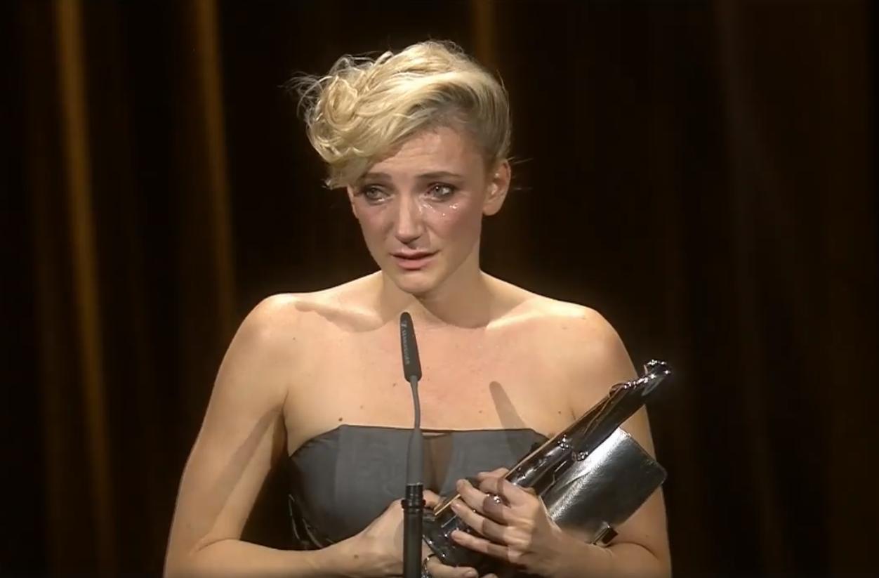 Itt a teljes videó arról, ahogy Borbély Alexandra zokogva átveszi a legjobb európai színésznőnek járó díjat