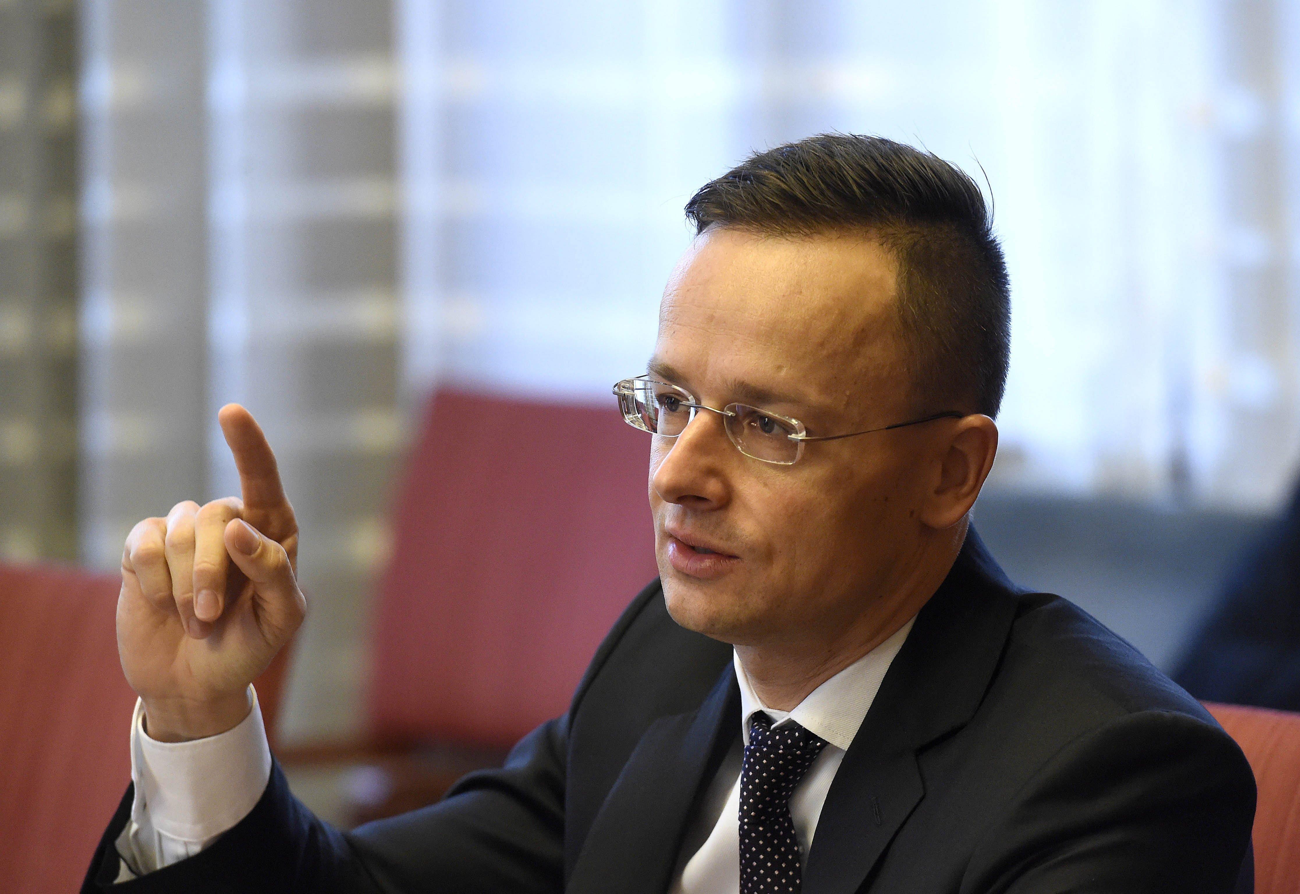 Szijjártó berendelte a román nagykövetet a miniszterelnök akasztós nyilatkozata miatt