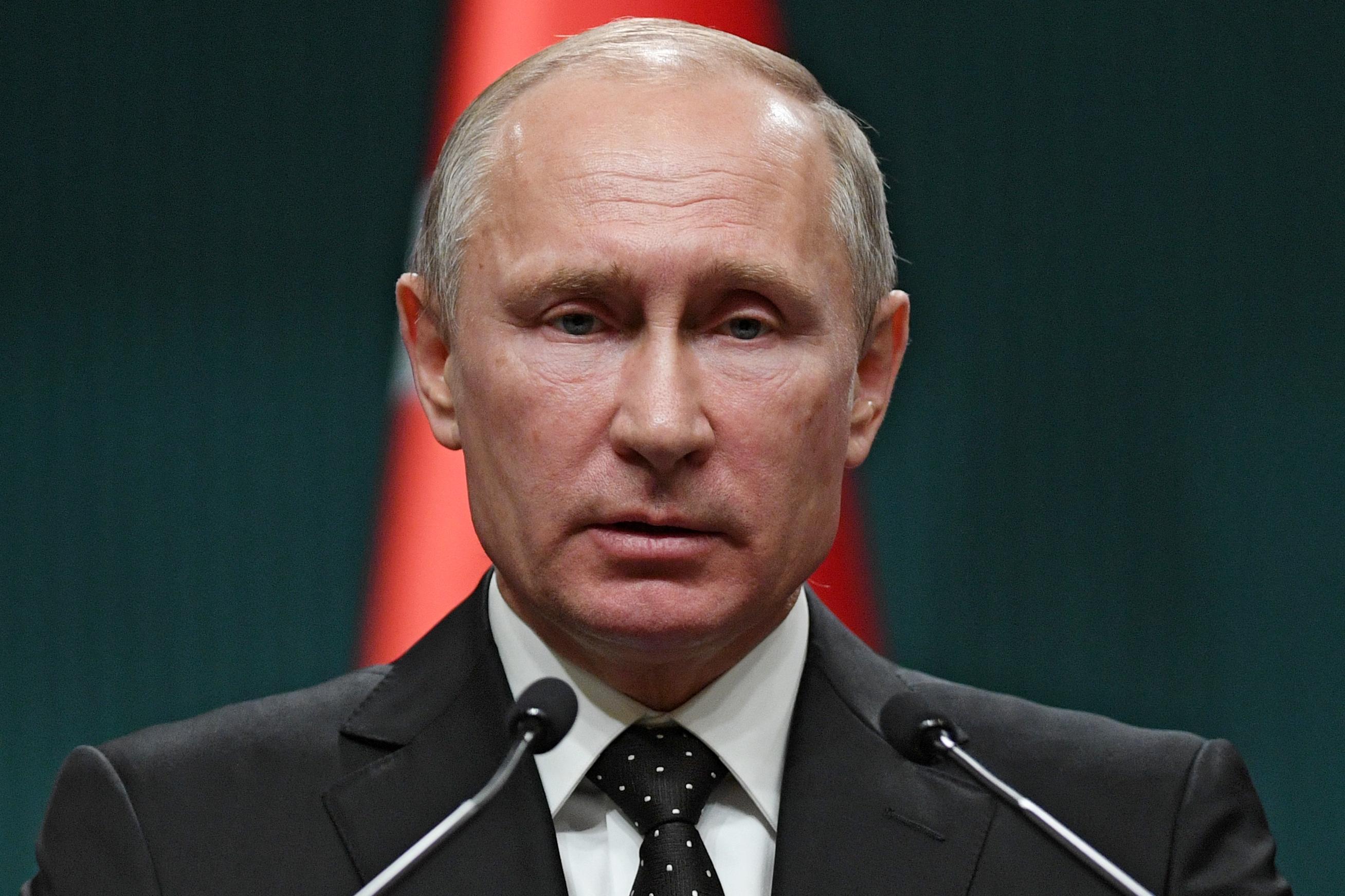 Putyin szerint Oroszország nem sértette meg az INF-szerződést, de ha az USA kilép, kénytelen lesz válaszolni