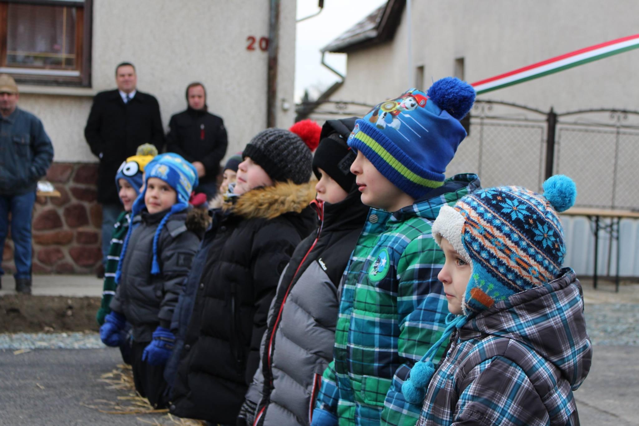 Ombudsmanhoz fordul a térdeltetett ovisok miatt Szél Bernadett