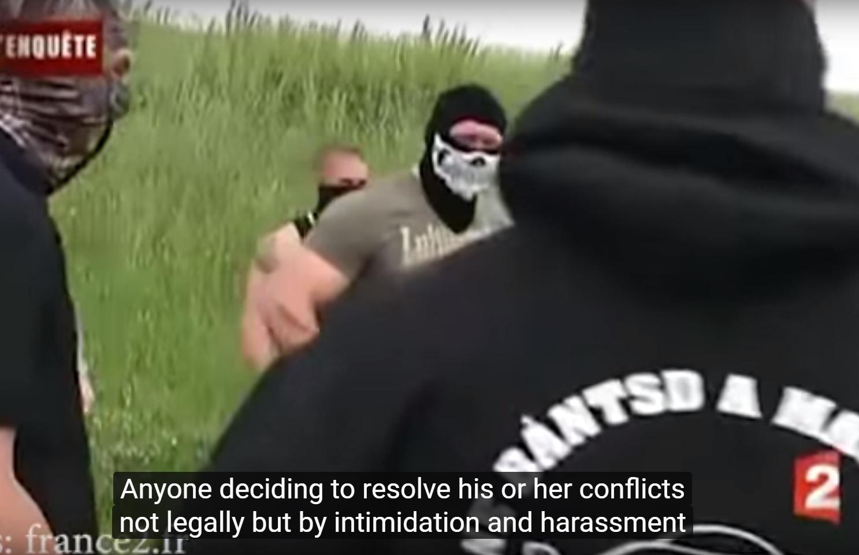 Vádat emeltek a Betyársereg roma családot fenyegető tagjai ellen